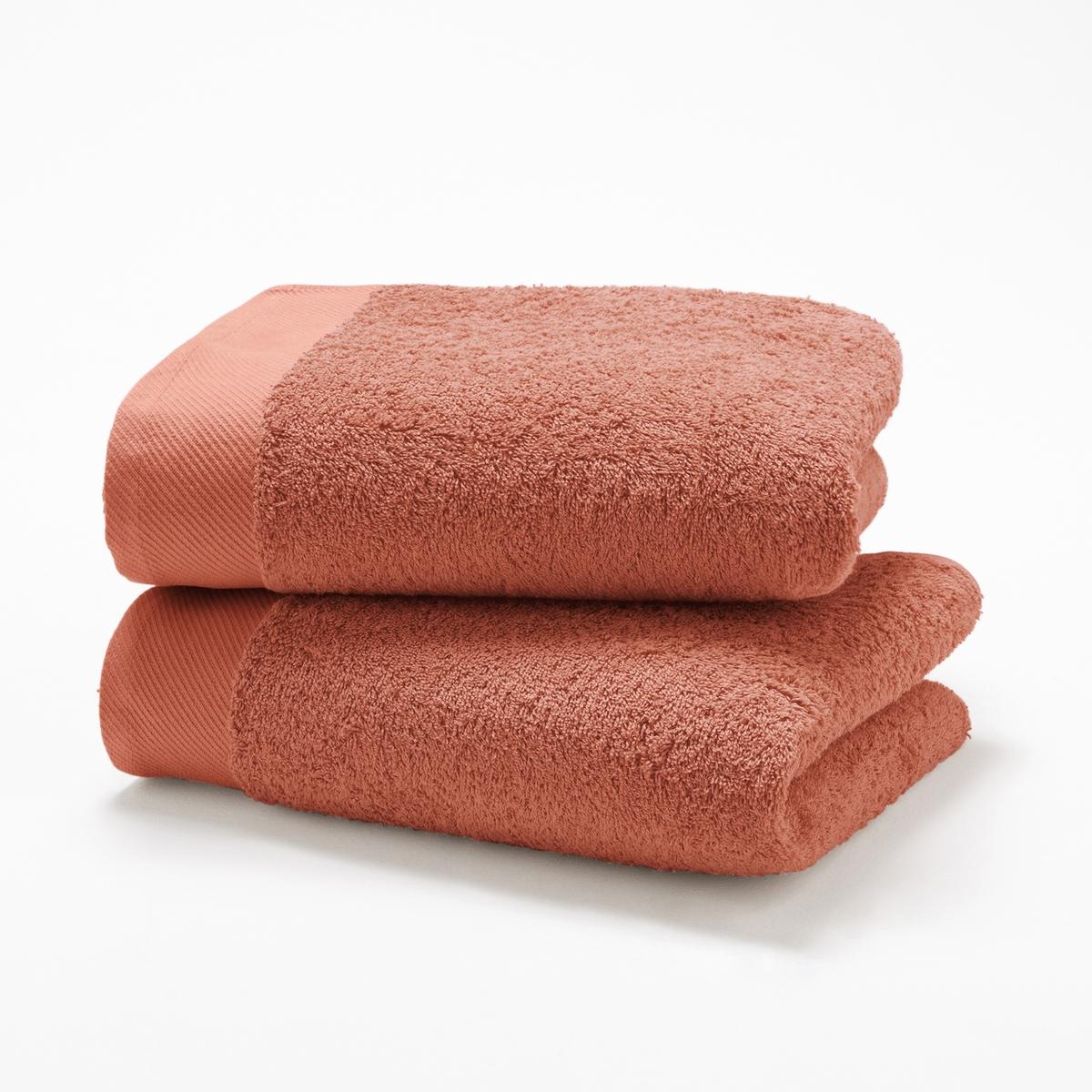 Комплект из 2 полотенец из махровой ткани 500 г/м?Комплект из 2 полотенец из высококачественной махровой ткани, 100% хлопок (500 г/м?), невероятно нежной, мягкой и отлично впитывающей влагу.Полотенца разных цветов для ванной...Характеристики 2 однотонных полотенец :- Махровая ткань, 100% хлопок (500 г/м?).- Отделка краев диагонали.- Машинная стирка при 60 °С.- Машинная сушка.- Замечательная износоустойчивость, сохраняет мягкость и яркость окраски после многочисленных стирок.- Размеры полотенца : 50 x 100 см.- В комплекте 2 полотенца. Знак Oeko-Tex® гарантирует, что товары протестированы и сертифицированы, не содержат вредных веществ, которые могли бы нанести вред здоровью.<br><br>Цвет: гуава