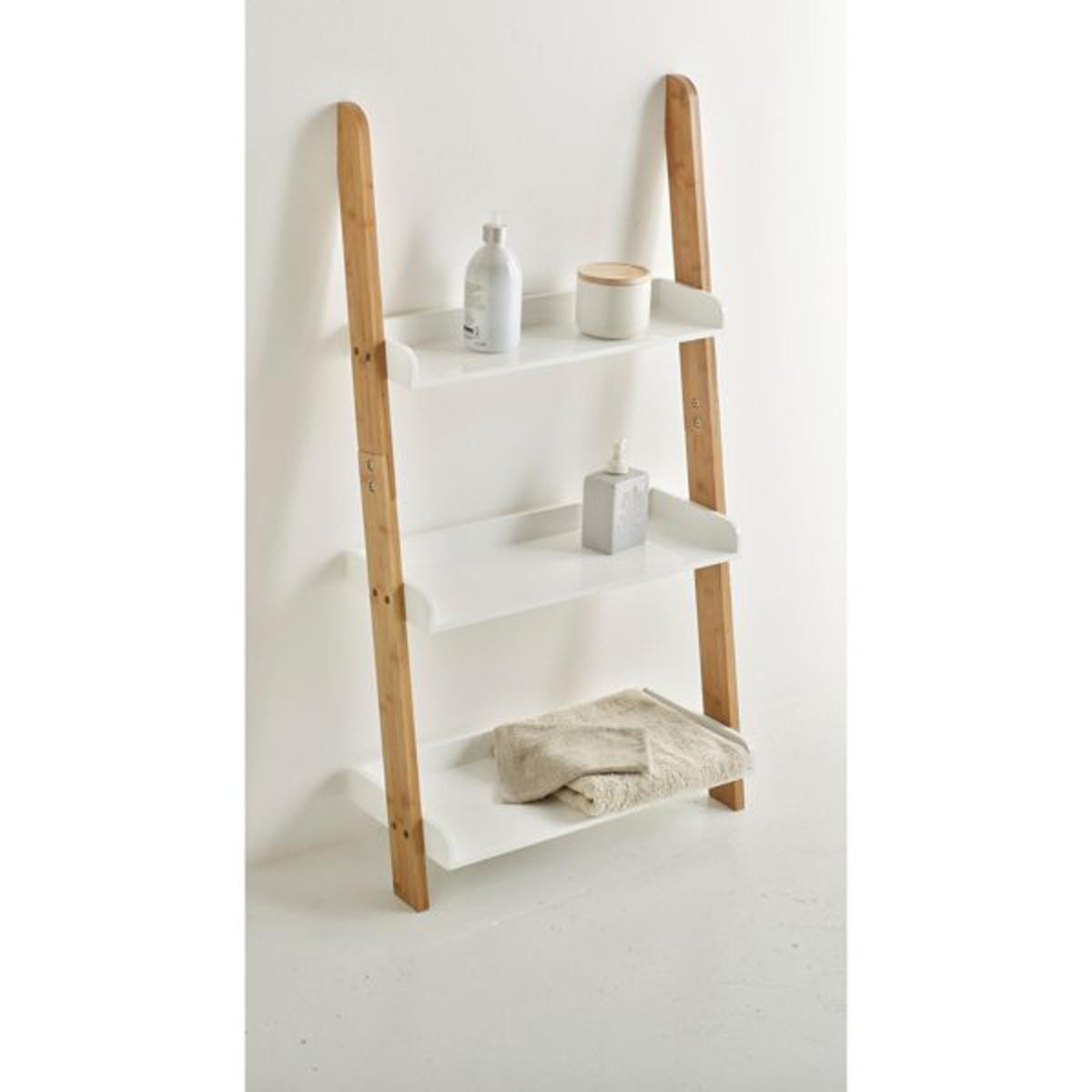 Этажерка для ванной комнаты с 3 полками, бамбук, LINDUSБамбуковая этажерка с 3 полками LINDUS занимает очень мало местана полу: её можно установить где угодно в ванной комнате, обеспечивая тем самым пространство для хранения множества мелких аксессуаров .Корпус из бамбука, полки из МДФ с лакированным нитроцеллюлозным покрытием.Размеры бамбуковой этажерки с 3 полками, LINDUS :55 x 25 x 102 см<br><br>Цвет: белый
