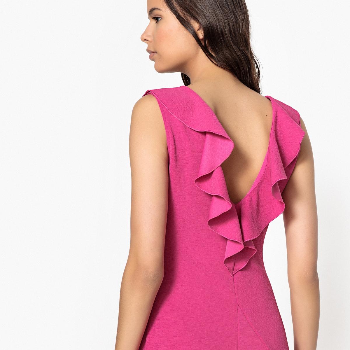Платье облегающее однотонное средней длины, без рукавов