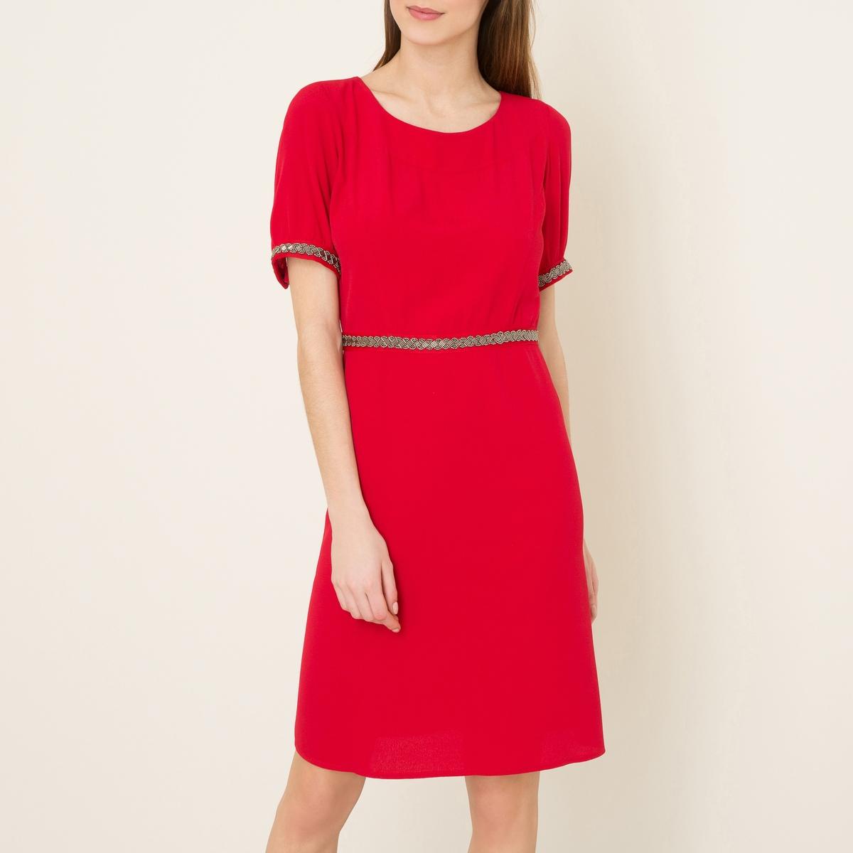 Платье YOUTHПлатье BA&amp;SH - модель YOUTH из струящейся ткани . Закругленный вырез  . Короткие рукава. Декоративная отделка низа рукавов и пояса . Открытая спинка  .Состав и описание    Материал : 100% вискоза   Марка : BA&amp;SH<br><br>Цвет: красный<br>Размер: M.L
