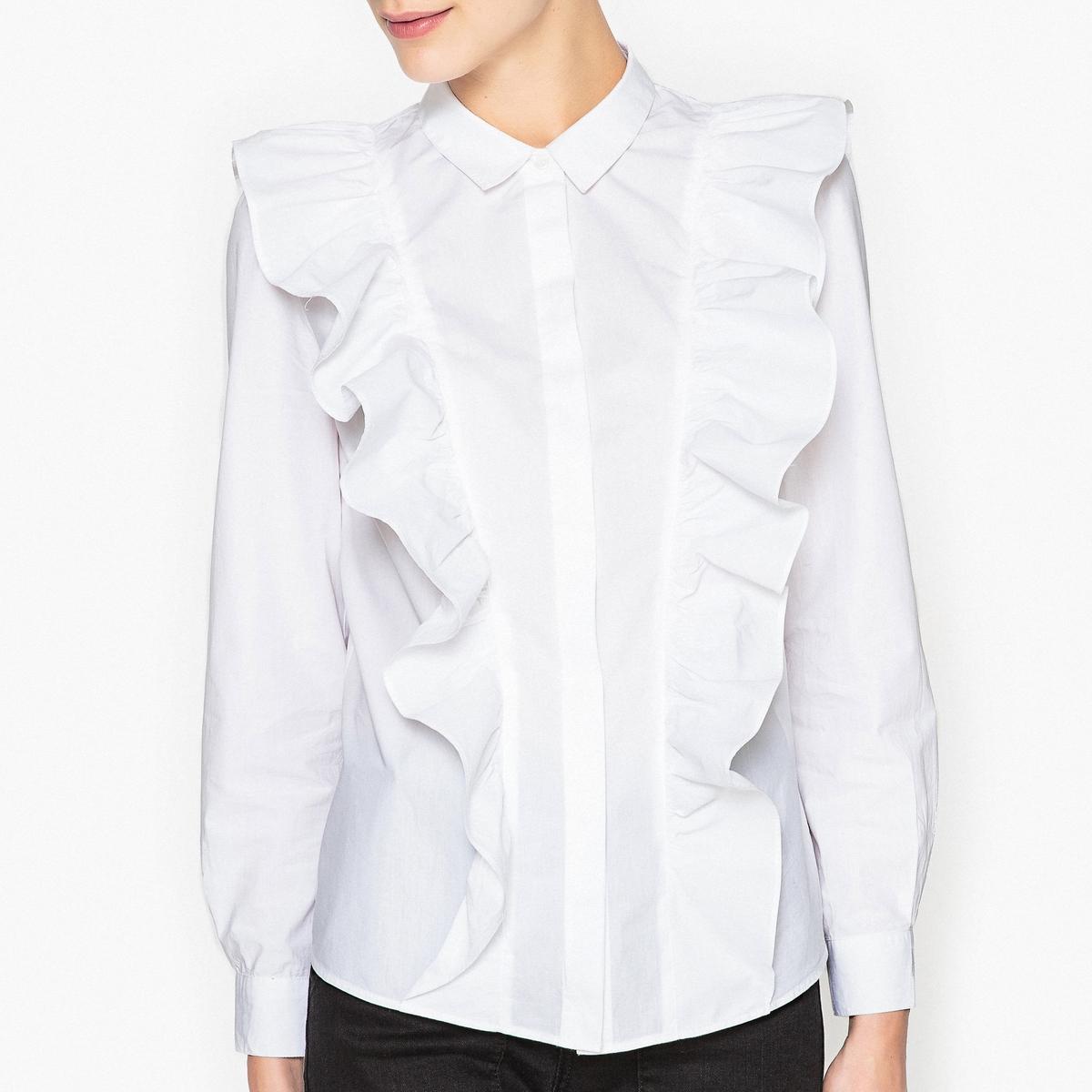 Рубашка с воланами DELHIРубашка с воланами BA&amp;SH - модельDELHI, с воланами с каждой стороны, продолжающиеся сзади, покрой прямой.Описание   •  Длинные рукава  •  Прямой покрой  •  Воротник-поло, рубашечный Состав и уход   •  100% хлопок  •  Следуйте советам по уходу, указанным на этикетке   •  Пуговицы спереди, воротник-поло со свободными краями •  Манжеты на пуговицах •  Низ слегка закругленный спереди и сзади •  Воланы вертикальные с каждой стороны, стиль жабо по всей длине сзади.<br><br>Цвет: белый