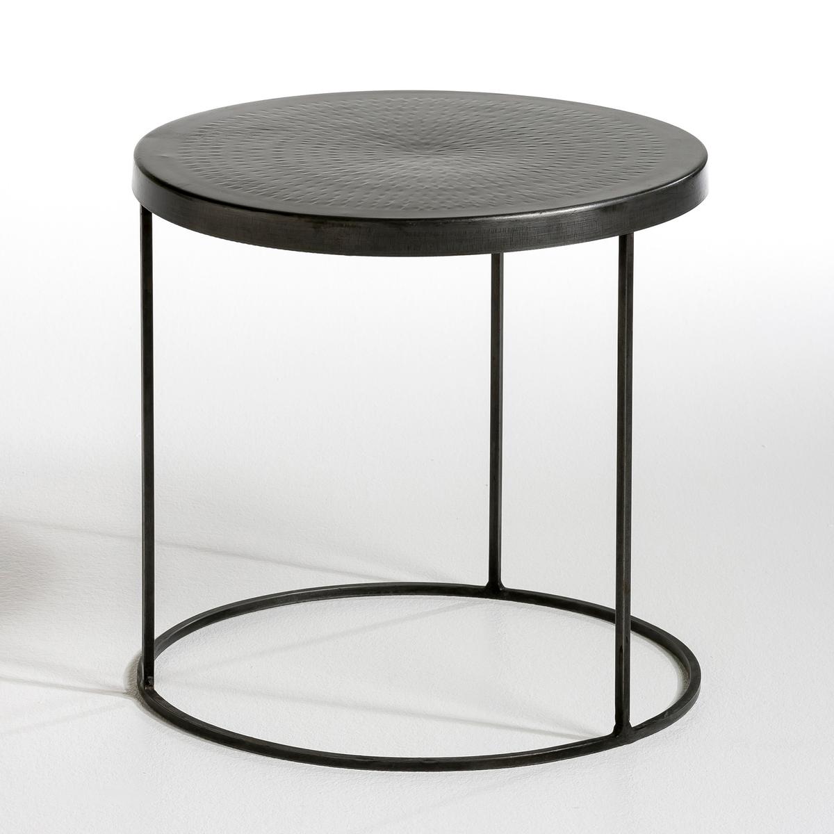 Столик диванный FergusДиванный столик или низкий журнальный столик цилиндрической формы .Характеристики :Из металла, отделка под старину.Кованая столешница . Размеры :- Диаметр.40 x Высота.40 см.  Размеры и вес упаковки :- Ш.48 x В.48 x Г.48 см, 6,4 кг.<br><br>Цвет: стальной