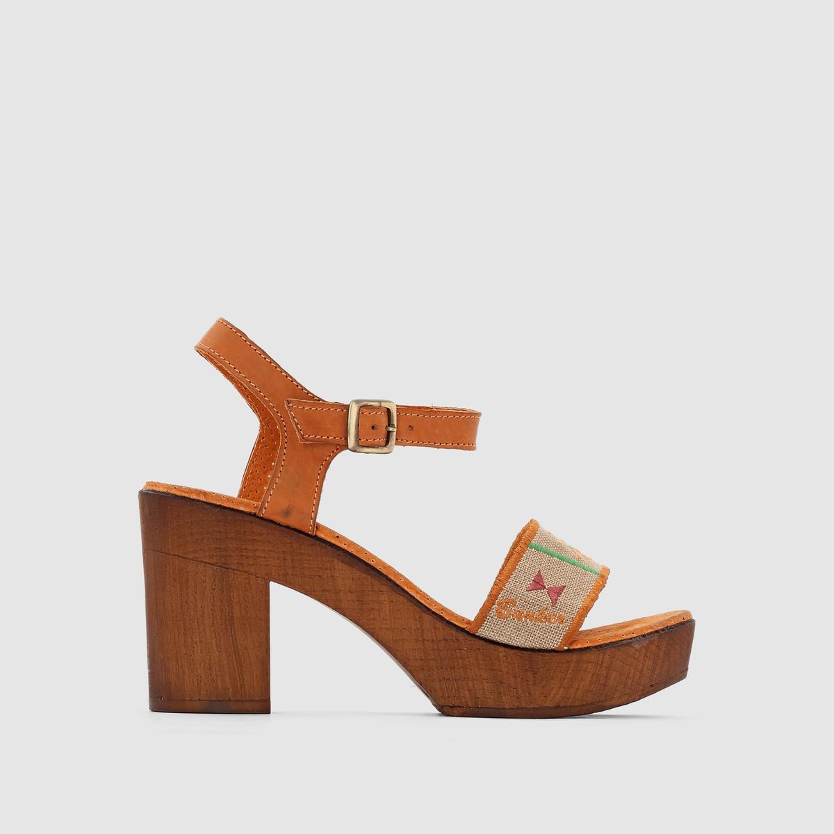 Босоножки на каблуке и подошве-платформеУльтра-женственные и комфортные босоножки благодаря подошве-платформе и высокому каблуку... !<br><br>Цвет: серо-коричневый/рисунок<br>Размер: 38.39.40