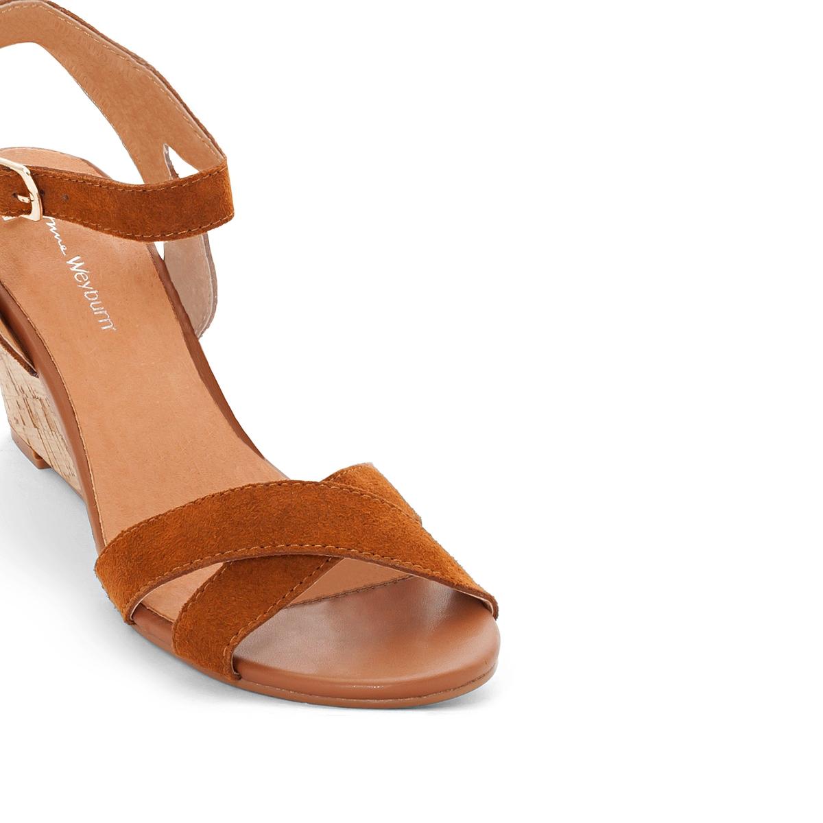 Босоножки на танкетке из пробкиБосоножки Anne Weyburn, изящные и утонченные, подходят для повседневного ношения.Верх : невыделанная кожа.Подкладка : кожа.Стелька : Кожа на подкладке из пеноматериала.Подошва : эластомер.Высота каблука : Танкетка из пробки, 7 см .<br><br>Цвет: темно-бежевый,черный<br>Размер: 36.41.37.38.40
