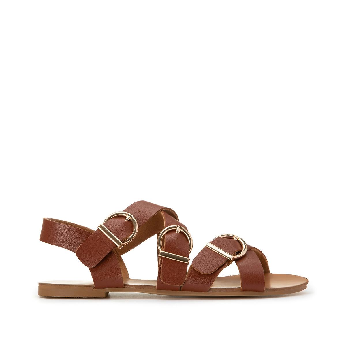 Sandalias con múltiples correas y tacón plano