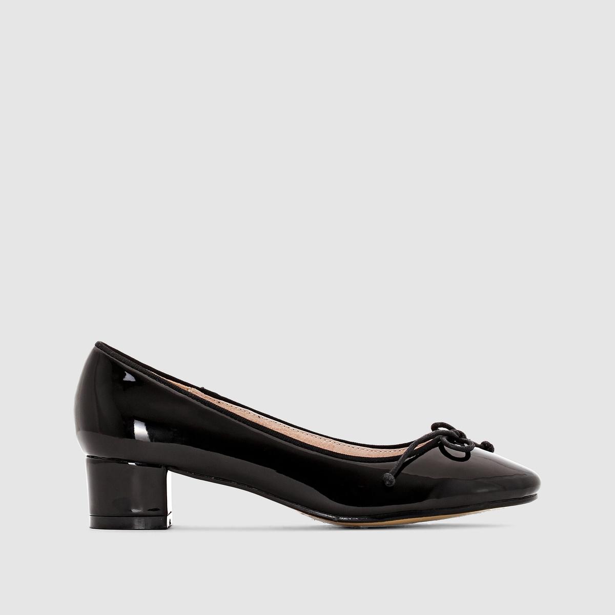 БалеткиБалетки - R EssentielsВерх : синтетика Подкладка : кожа.Стелька : кожа.Подошва : эластомер.Застежка : без застежки. Высота каблука 3,5 см Мы советуем выбирать обувь на размер больше, чем ваш обычный размер  .<br><br>Цвет: телесный,темно-синий<br>Размер: 36.37.38.37.38.40