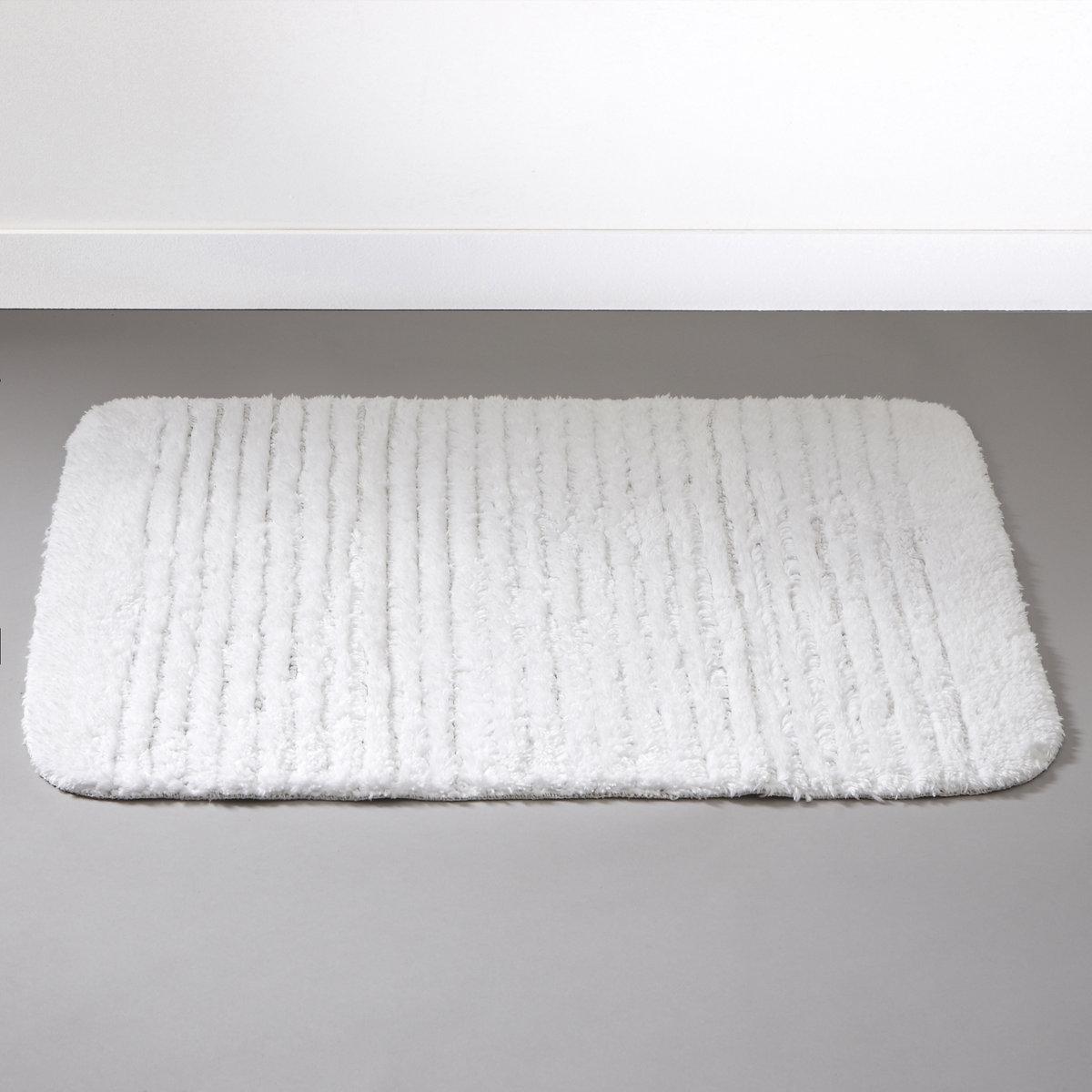 Коврик для ванной, 1100 г/м?Пушистый коврик для ванной комнаты. 100% хлопка, 1100 г/м?, ультрамягкий и невероятно впитывающий. Стирка при 60°. Рельефные полоски. Обратная сторона с покрытием против скольжения.<br><br>Цвет: белый,серый жемчужный<br>Размер: 50 x 70  см.70 x 120