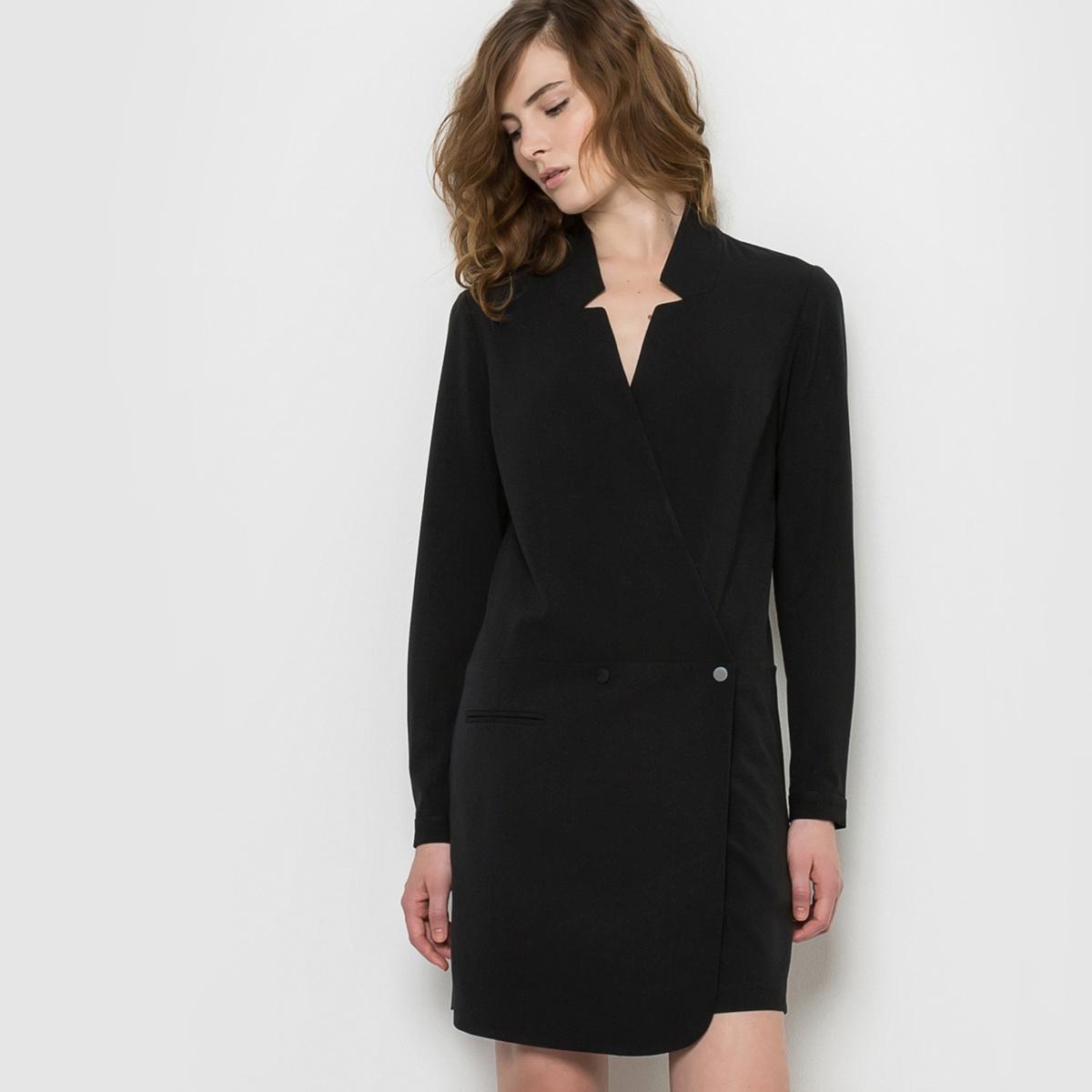 Платье вечернееВечернее платье от кутюр, покрой портфель. Застежка на 2 кнопки-пуговицы . Длинные рукава с 1 кнопкой-пуговицей. 2 ложных кармана спереди. Состав и описаниеМатериал : Верх 65% полиэстера, 30% вискозы, 5% эластана - Подкладка 100% хлопкаМарка : See U SoonУходСледуйте советам по уходу, указанным на этикетке.<br><br>Цвет: черный