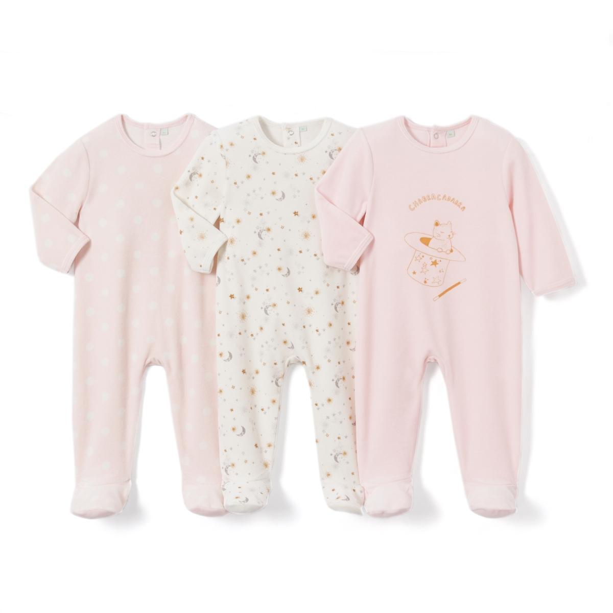 3 пижамы из велюра, 0 мес. - 3 годаПижама из велюра. В комплекте 3 пижамы : 1 пижама с рисунком в горошек + 1 пижама с рисунком звезда + 1 пижама с рисунком кролик спереди. Круглый вырез. Клапан на кнопках и застежка на кнопки сзади. Носочки с покрытием против скольжения от 12 мес. (74 см), эластичные сзади для лучшей поддержки. Товарный знак Oeko-Tex® . Знак Oeko-Tex® гарантирует, что товары прошли проверку и были изготовлены без применения вредных для здоровья человека веществ.Верх пижамы без этикетки, чтобы избежать зуда кожи малыша. Знак Oeko-Tex*.    Состав и описание :  Материал: велюр, 75% хлопка, 25% полиэстера. Уход : Машинная стирка при 30 °C на умеренном режиме с вещами схожих цветов. Стирать, сушить и гладить с изнаночной стороны. Машинная сушка на умеренном режиме. Гладить при низкой температуре.  * Международный знак Oeko-tex гарантирует отсутствие вредных или раздражающих кожу веществ.<br><br>Цвет: розовый + экрю<br>Размер: 0 мес. - 50 см.3 года - 94 см.9 мес. - 71 см.6 мес. - 67 см.3 мес. - 60 см.1 мес. - 54 см.2 года - 86 см.18 мес. - 81 см.1 год - 74 см