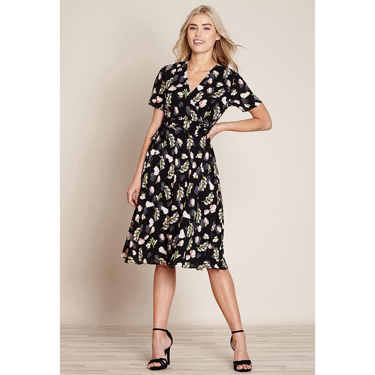 Платье-футляр с короткими рукавами. длина миди