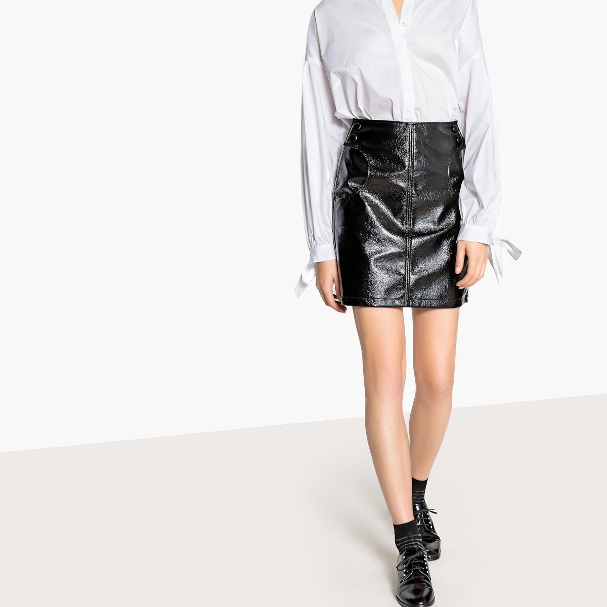 Falda corta de vinilo