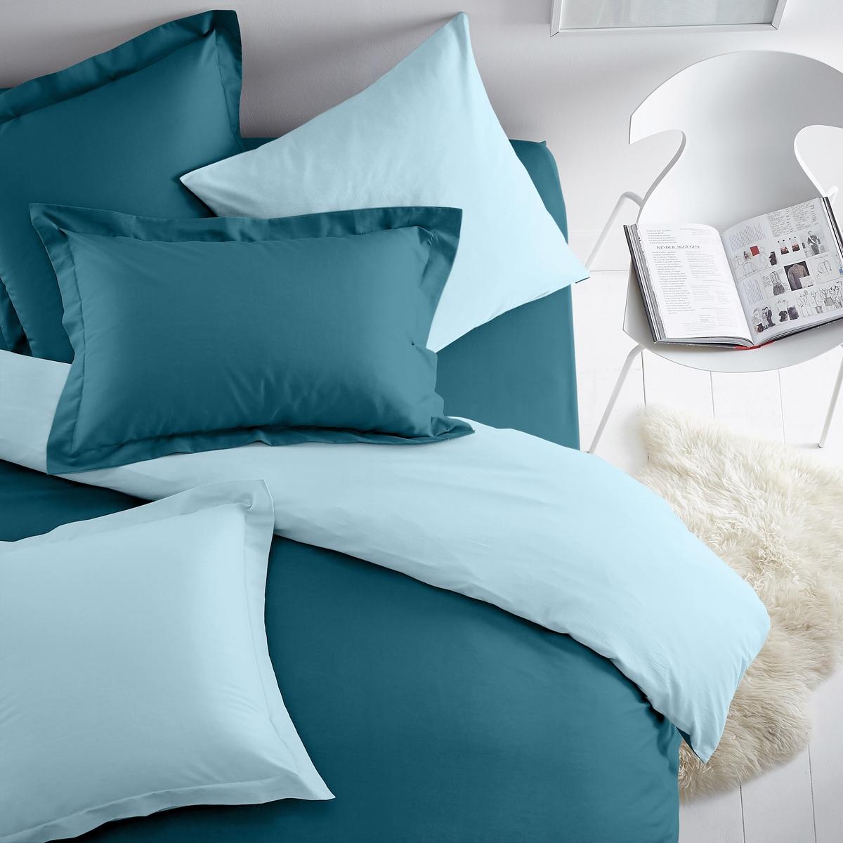Наволочка двухцветная из хлопка/полиэстераДвусторонняя наволочка для использования в сочетании с постельным бельем из коллекции  SCENARIO !Плотная ткань (57 нитей/cм?). Чем плотнее переплетение нитей/см?, тем выше качество материала.Характеристики двухцветной наволочки из хлопка и полиэстера :Плотная ткань (57 нитей/cм?). Чем плотнее переплетение нитей/см?, тем выше качество материала.- Наволочка квадратной формы (с плоским воланом или без него) и наволочка прямоугольной формы из ткани: 50% хлопка, 50% полиэстера, с плотным переплетением нитей. Удобная и прочная наволочка.- Превосходная стойкость цвета при стирке (60°C).- Быстро сохнет. Легко гладить.Знак Oeko-Tex® гарантирует отсутствие вредных для здоровья человека веществ в протестированных и сертифицированных изделиях.Наволочка :50 x 70 см : Прямоугольная наволочка с воланом 63 x 63 см : Квадратная наволочка64 x 64 : Квадратная наволочка с воланом Комплекты постельного белья серии SC?NARIO BICOLORE ищите на нашем сайте laredoute.ru<br><br>Цвет: сине-зеленый/зелено-синий