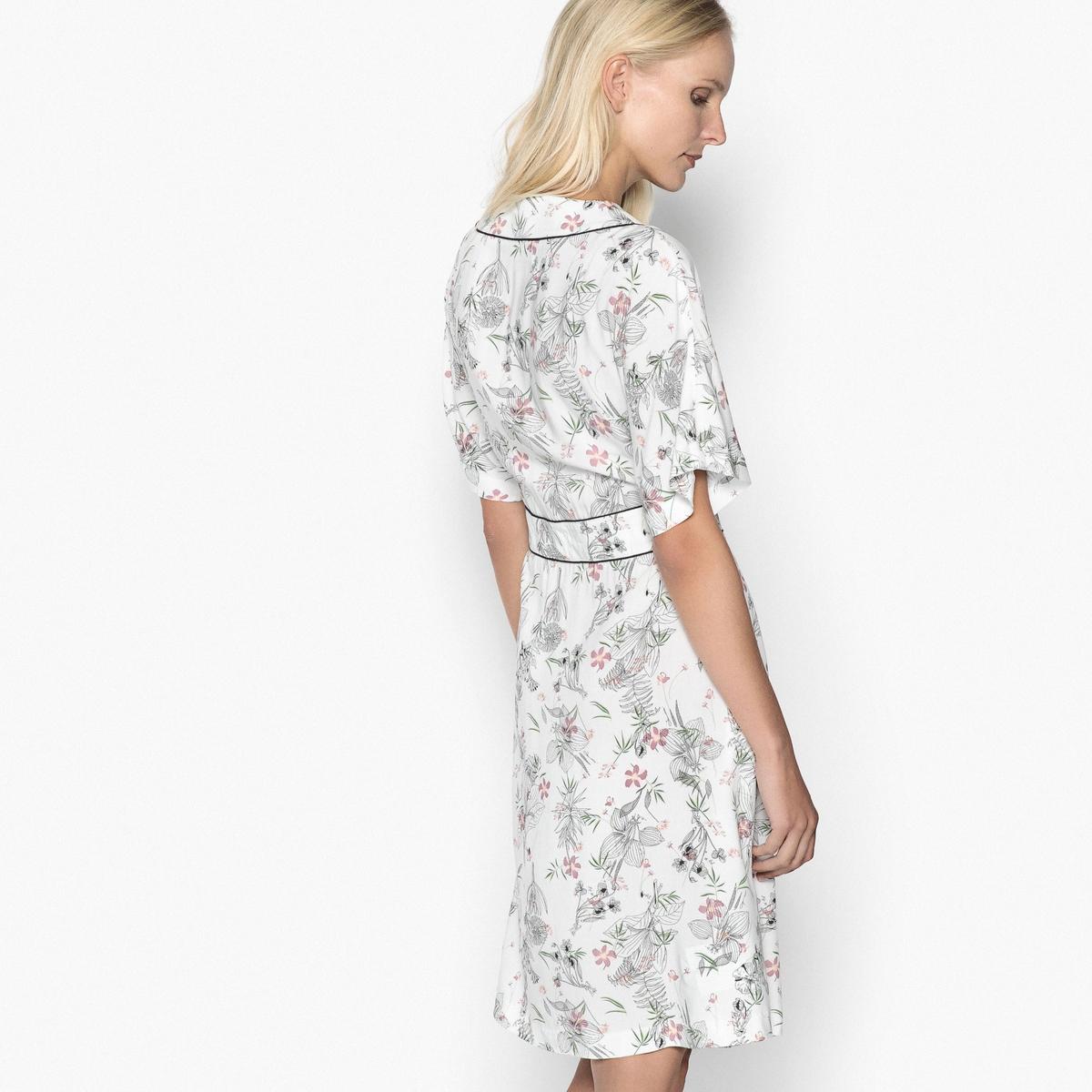 Платье средней длины расклешенное с рисункомОписание:Великолепное женственное платье с запахом. V-образный вырез с кантом контрастного цвета. Рукава-кимоно до локтей. Детали •  Форма : расклешенная •  Длина до колен •  Рукава 3/4    •   V-образный вырез •  Рисунок-принтСостав и уход •  100% вискоза  •  Температура стирки 30° на деликатном режиме   •  Сухая чистка и отбеливатели запрещены •  Не использовать барабанную сушку •  Низкая температура глажки •  Вставка на поясе спереди и сзади, отделка контрастной бейкой. Застежка на скрытую молнию сбоку.  •  Длина  : 99 см<br><br>Цвет: рисунок/фон экрю<br>Размер: 46 (FR) - 52 (RUS).44 (FR) - 50 (RUS).42 (FR) - 48 (RUS)