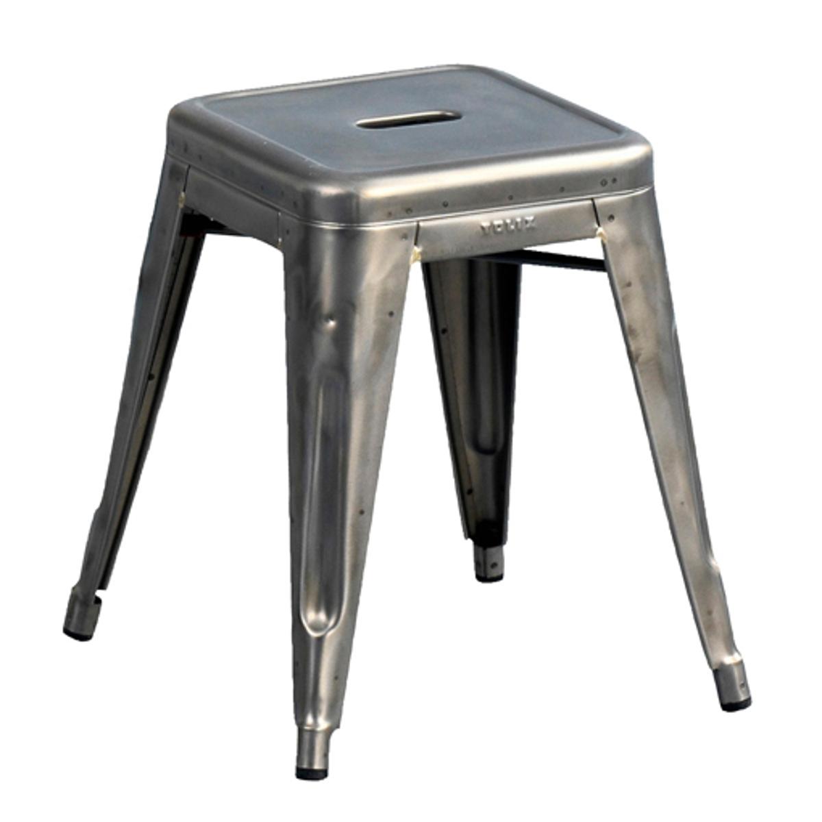 2 табурета TolixХарактеристики:- Выполнены из стали с покрытием бесцветным лаком или эпоксидным лаком.                                                                                                           Размеры: - Д. 43 x В. 45 x Г. 43 см в самом широком месте. - Сиденье: Д. 30,5 x В. 45 x Г. 30,5 см. Размеры и вес упаковки:- Д. 41 x В. 60 x Г. 41 см, 9 кгГарантия 1 год (при условии использования только в помещении).<br><br>Цвет: белый,лакированная блестящая сталь