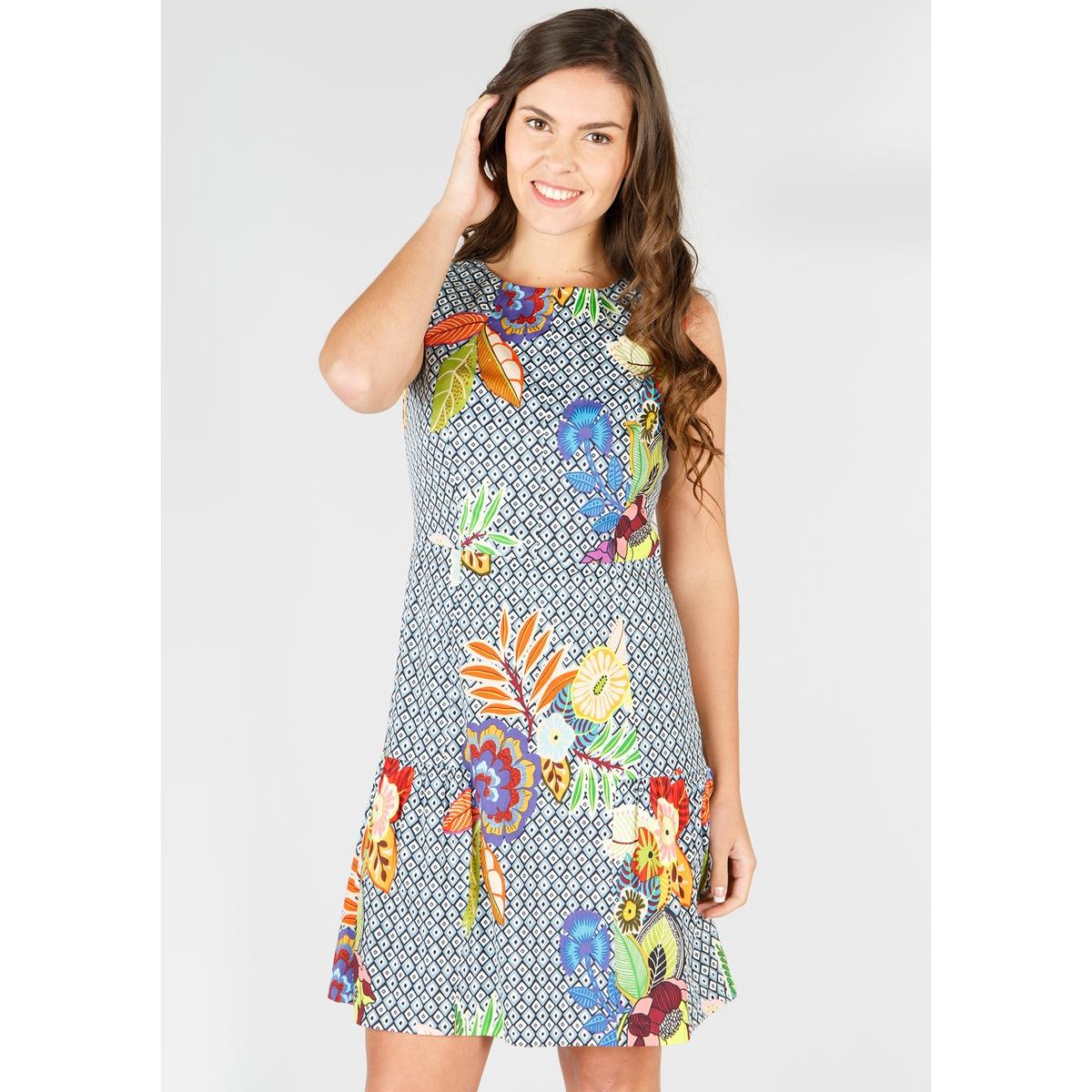 Платье прямое средней длины без рукавов