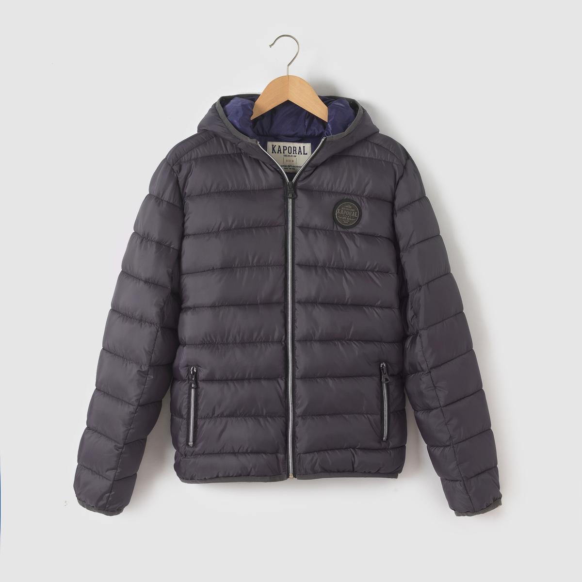 Куртка стеганая, 10-16 летСтеганая куртка с капюшоном KAPORAL. Стеганая куртка с капюшоном . Застежка на молнию. 2 кармана с застежкой на молнию. Эмблема на груди. Состав и описание     Материал     100% полиэстера     Марка  KAPORAL      Уход     Стирка, сушка и глажка с изнаночной стороны     Машинная стирка при 30 °C с вещами схожих цветов     Машинная сушка запрещена Не гладить<br><br>Цвет: антрацит,синий