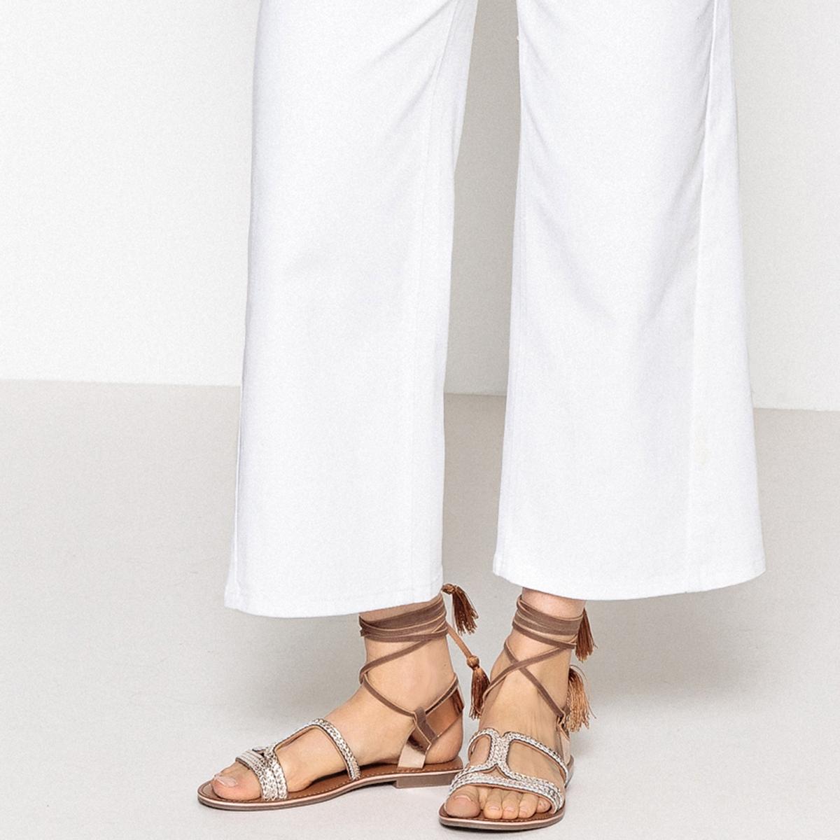 Sandalias de piel con cordón en el tobillo