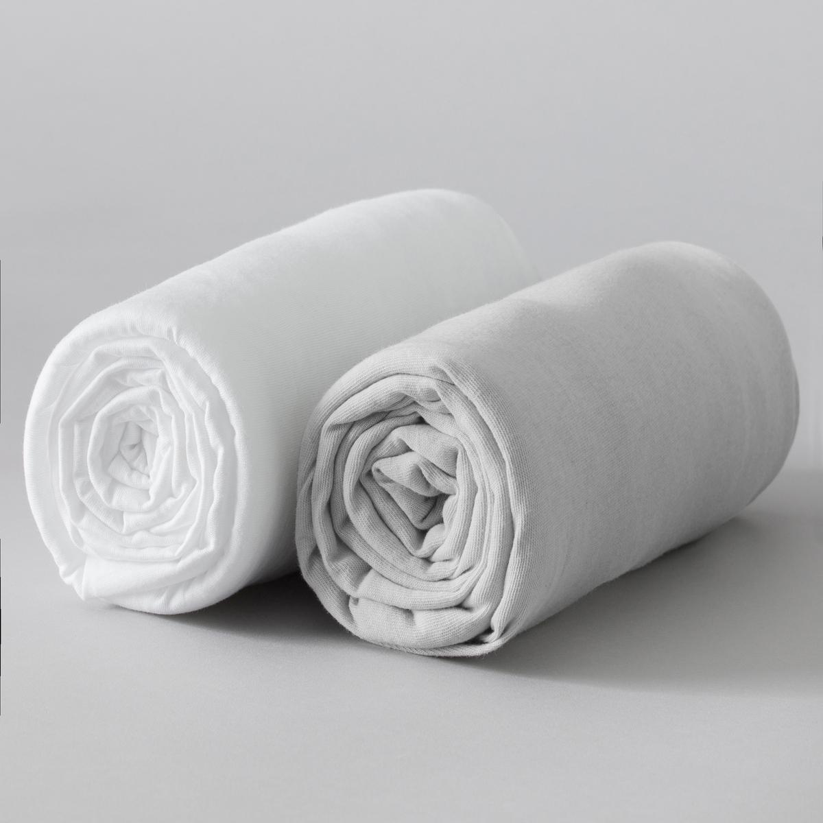 2 натяжные простыни КселиКачество VALEUR S?RE. Однотонная ткань нежных цветов из 100% хлопка. Джерси стретч, 100% хлопка. Эластичные края. В комплекте 2 простыни: 1 белая + 1 цветная.    Стирка: цветное белье при 60°, белое белье при 90°.<br><br>Цвет: серый/ белый