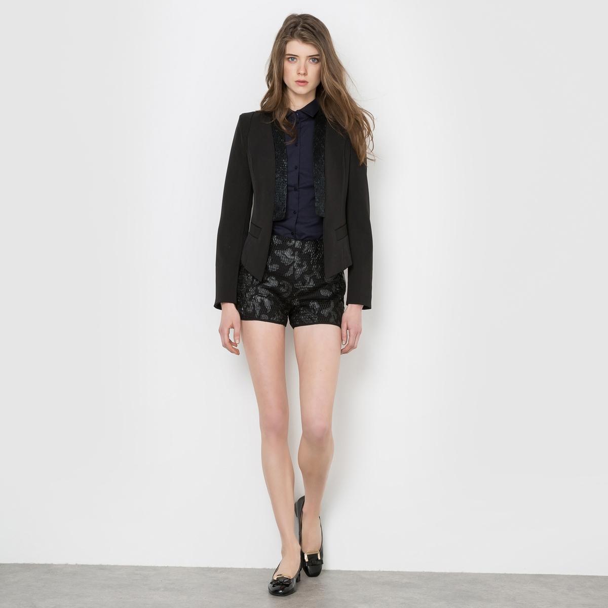 Пиджак от костюма с пайеткамиПиджак  Molly Bracken. Приталенный покрой, женственный пиджак в стиле смокинг. Отвороты украшены пайетками. 2 кармана спереди. Подчеркнутые плечи. Состав и описание:Марка: MOLLY BRACKEN.Материалы: Верх: 97% полиэстера, 3% эластана - Подкладка: 100% полиэстера.Уход:Сухая чистка.<br><br>Цвет: черный<br>Размер: S
