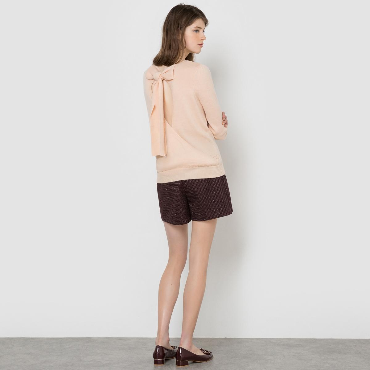 Пуловер с бантом сзадиСделайте ваш наряд стильным, выбрав этот пуловер с открытой спинкой и с большим бантом. Круглый вырез, длинные рукава. Присборенный верх рукавов. Отделка в виде вязки в рубчик. Состав и описание : Материал Трикотаж 83% полиамида, 17% альпага Длина: 58 смБренд: Mademoiselle R  Уход :Ручная стирка.Стирать и гладить с изнанки.Машинная сушка запрещена.Гладить на низкой температуре.<br><br>Цвет: телесный<br>Размер: 42/44 (FR) - 48/50 (RUS)