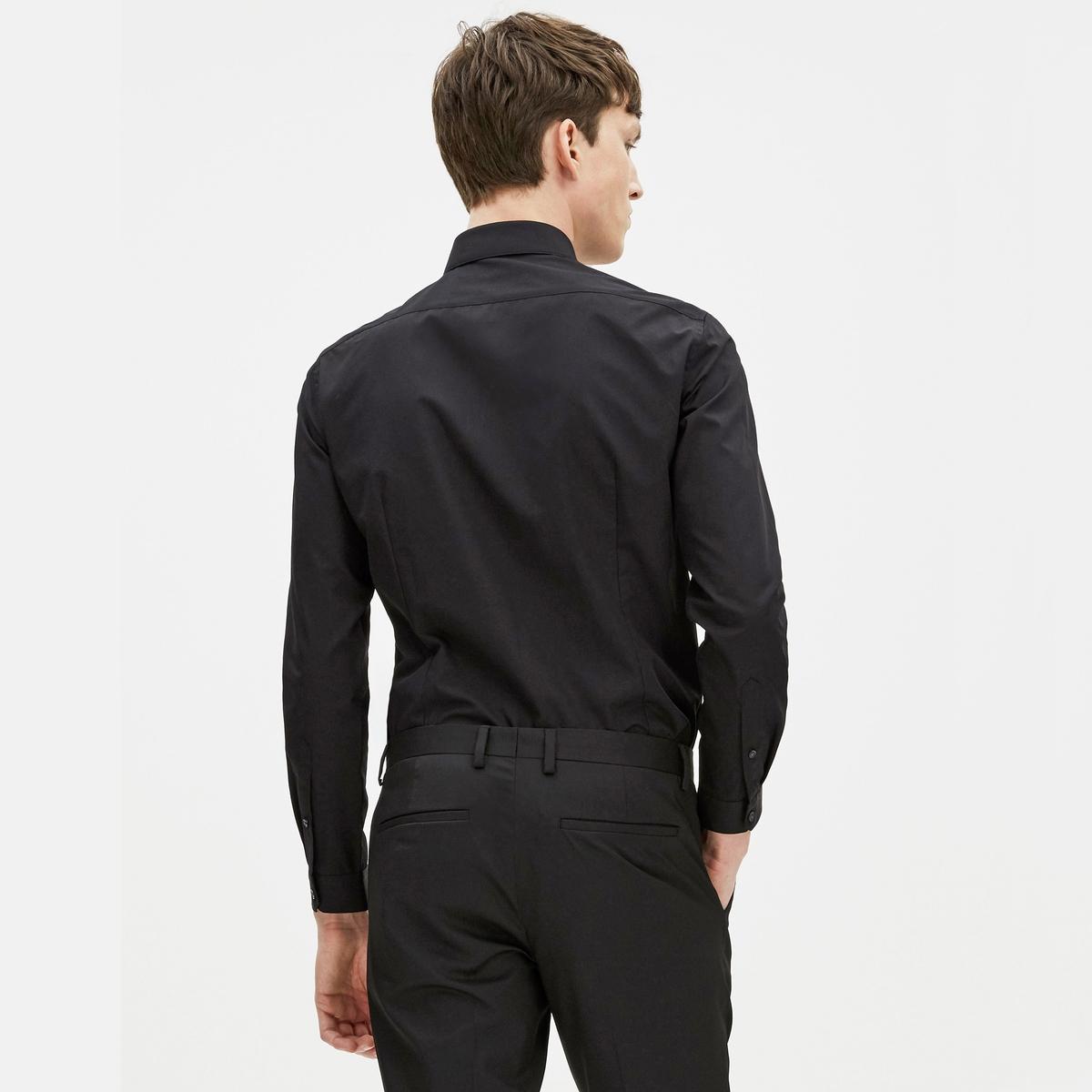 Рубашка узкого покроя GAKOДлинные рукава с манжетами на пуговицах - Узкий покрой (приталенный)- Классический воротник со свободными уголками- Застежка на пуговицы с кантомСостав и описание :Основной материал :  55% хлопка, 45% полиэстераМарка : CELIO®Уход :Машинная стирка при 40 °CСухая (химическая) чистка запрещенаМашинная сушка запрещенаОтбеливание запрещеноГладить при умеренной температуре<br><br>Цвет: черный<br>Размер: XXL