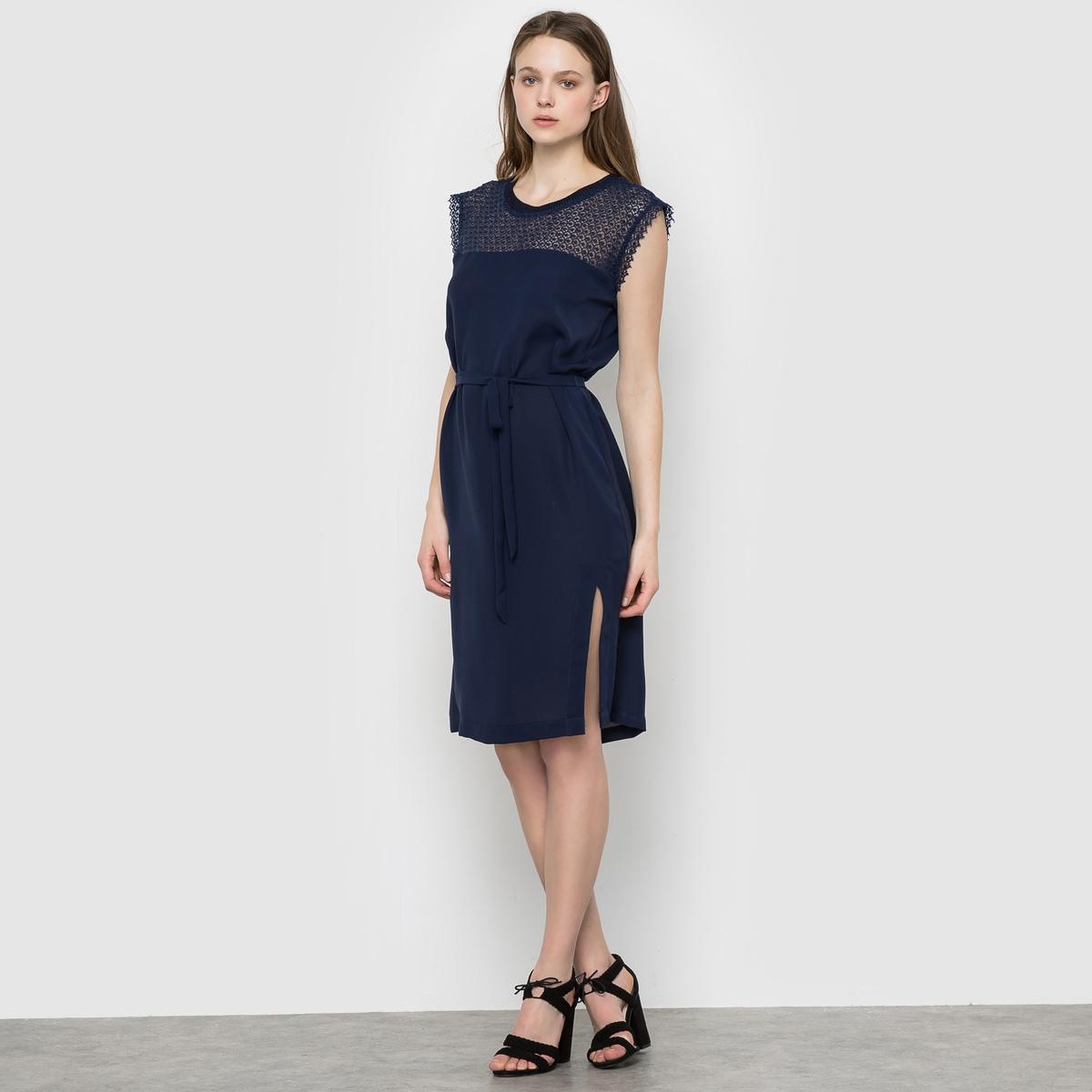 Платье с пышными рукавами SUNCOOПлатье с пышными рукавами SUNCOO. Платье прямое. Верх из кружева. Круглый вырез. Пояс с завязками. Состав и описание:Материал: 97% полиэстера, 3% эластана. На подкладке из 100% полиэстера.Марка: SUNCOO.<br><br>Цвет: синий морской<br>Размер: XS