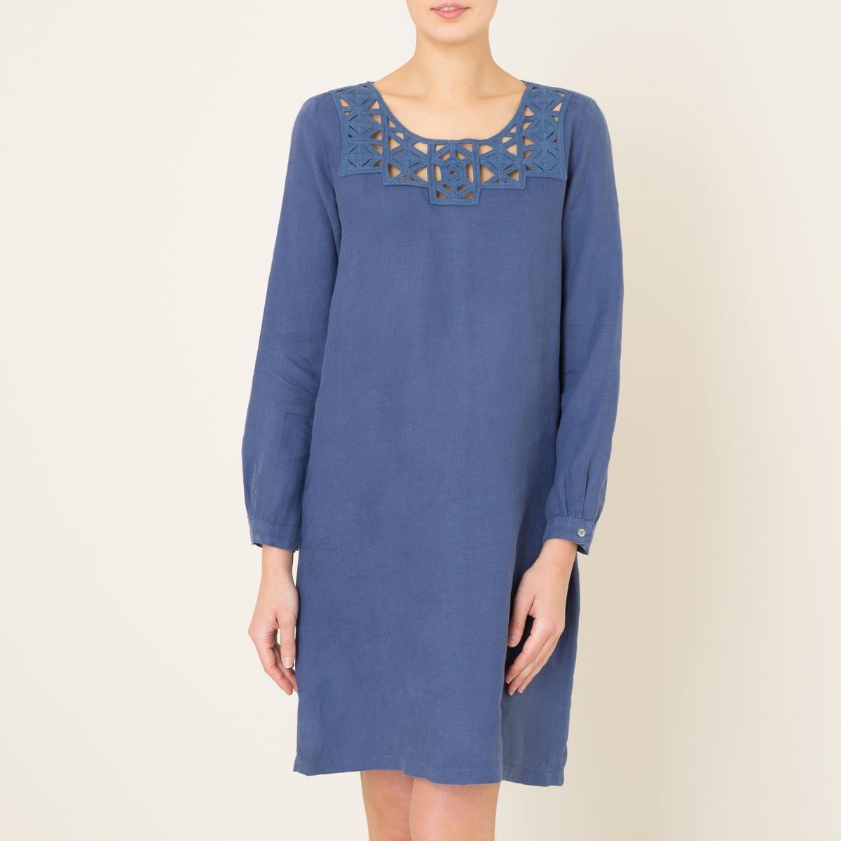 Платье из льнаПлатье короткое HARTFORD - форма фуляр, из льна со вставкой макраме . Круглый вырез , однотонная вставка макраме . Длинные рукава с втачной манжетой-браслетом на пуговицах и со складками . Состав и описание    Материал : 100% лен   Длина : 88 см. для размера 36   Марка : HARTFORD<br><br>Цвет: синий