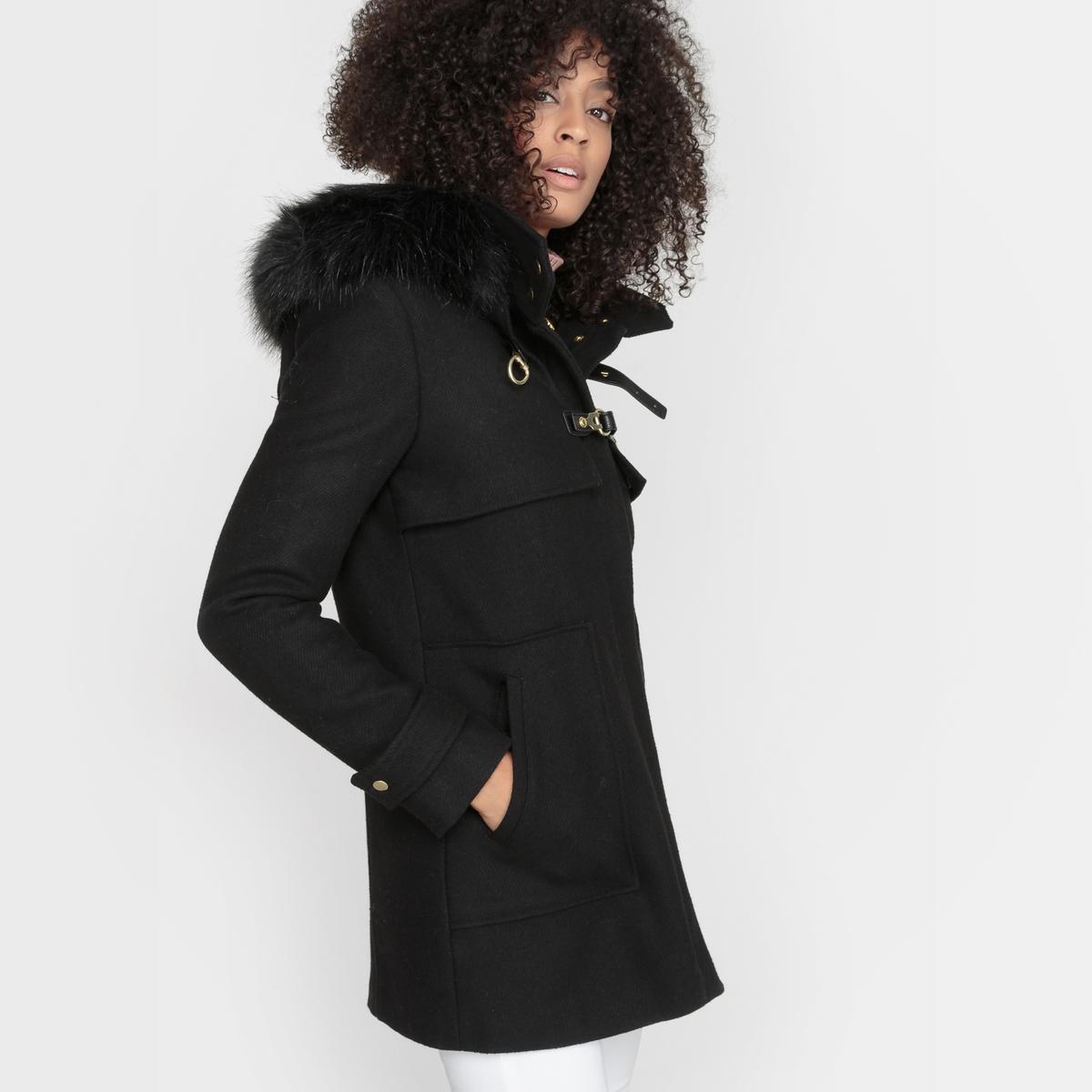 Даффлкот короткий, 50% шерстиСупатная застежка на молнию + 2 фигурные пуговицы с петлями. 2 накладных кармана спереди. Кокетка спереди и сзади. Подкладка из полиэстера. Длина 77 см.<br><br>Цвет: черный<br>Размер: 34 (FR) - 40 (RUS)