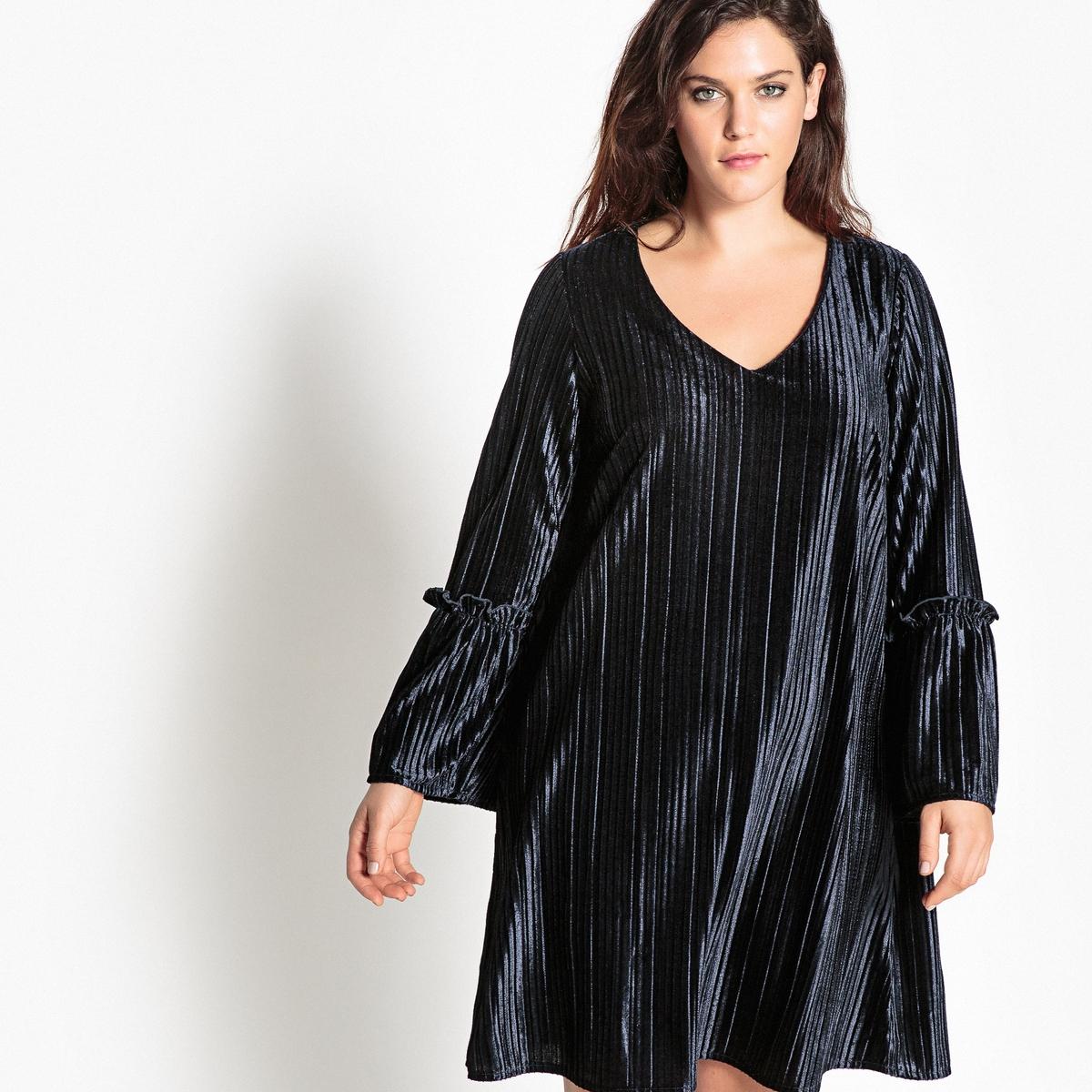 Платье расклешённое из велюраОписание:Этой зимой велюр снова в моде . Невероятно модное расклешенное платье из велюрового трикотажа с плиссировкой . Это велюровое платье - просто верх элегантности .Детали •  Форма : МАКСИ •  Длина ниже колен •  Длинные рукава    •   V-образный вырезСостав и уход •  5% эластана, 95% полиэстера  •  Температура стирки 30°   • Низкая температура глажки / не отбеливать   •  Не использовать барабанную сушку   • Сухая чистка запрещенаТовар из коллекции больших размеров •  Длина : 100 см.<br><br>Цвет: синий морской