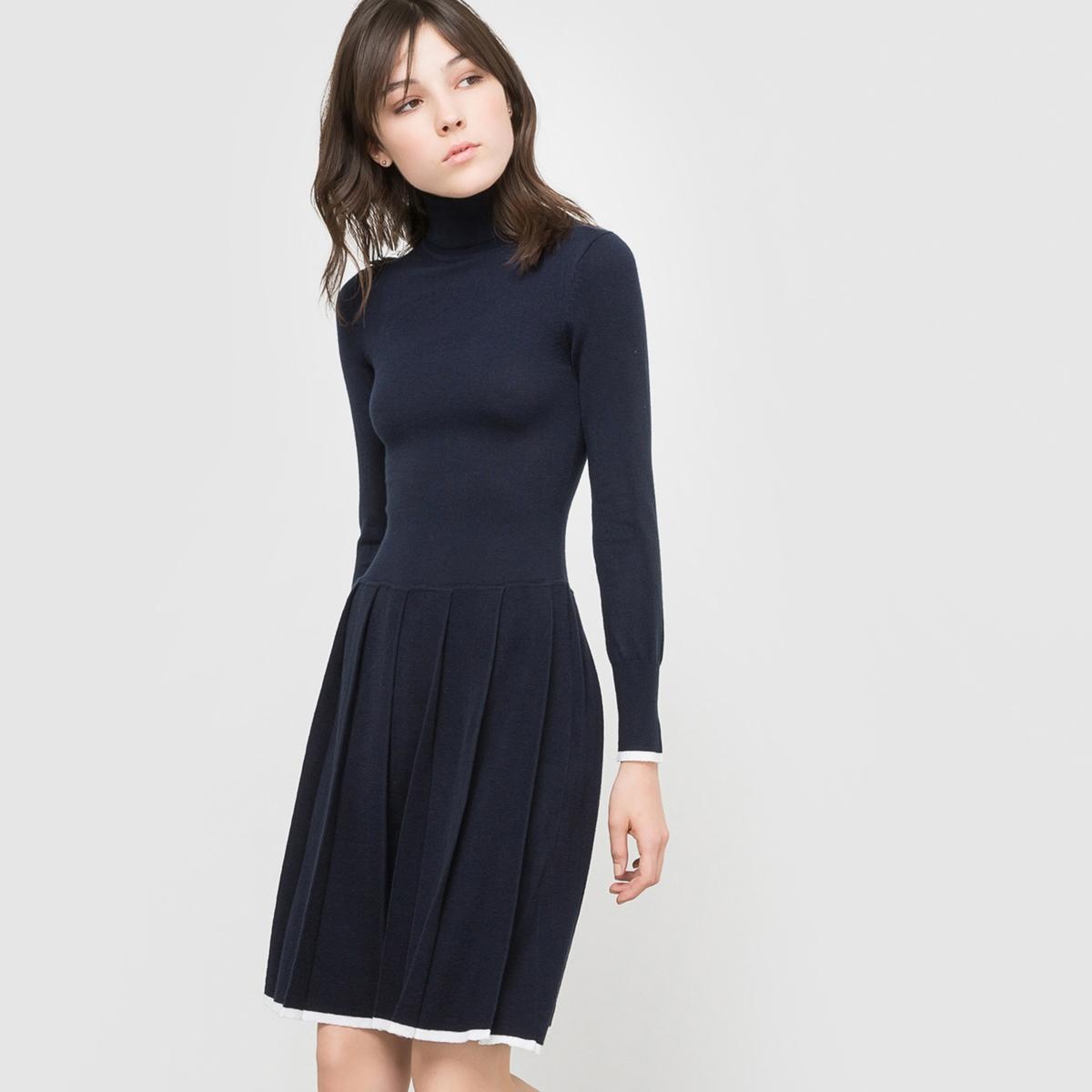Платье-пуловер из трикотажаСостав и описание:Материал: трикотаж, 80% акрила, 20% полиамида.Длина: 94 см.Марка: R ?dition.   Уход:Машинная стирка при 30° с одеждой такого же цвета.<br><br>Цвет: темно-синий/экрю
