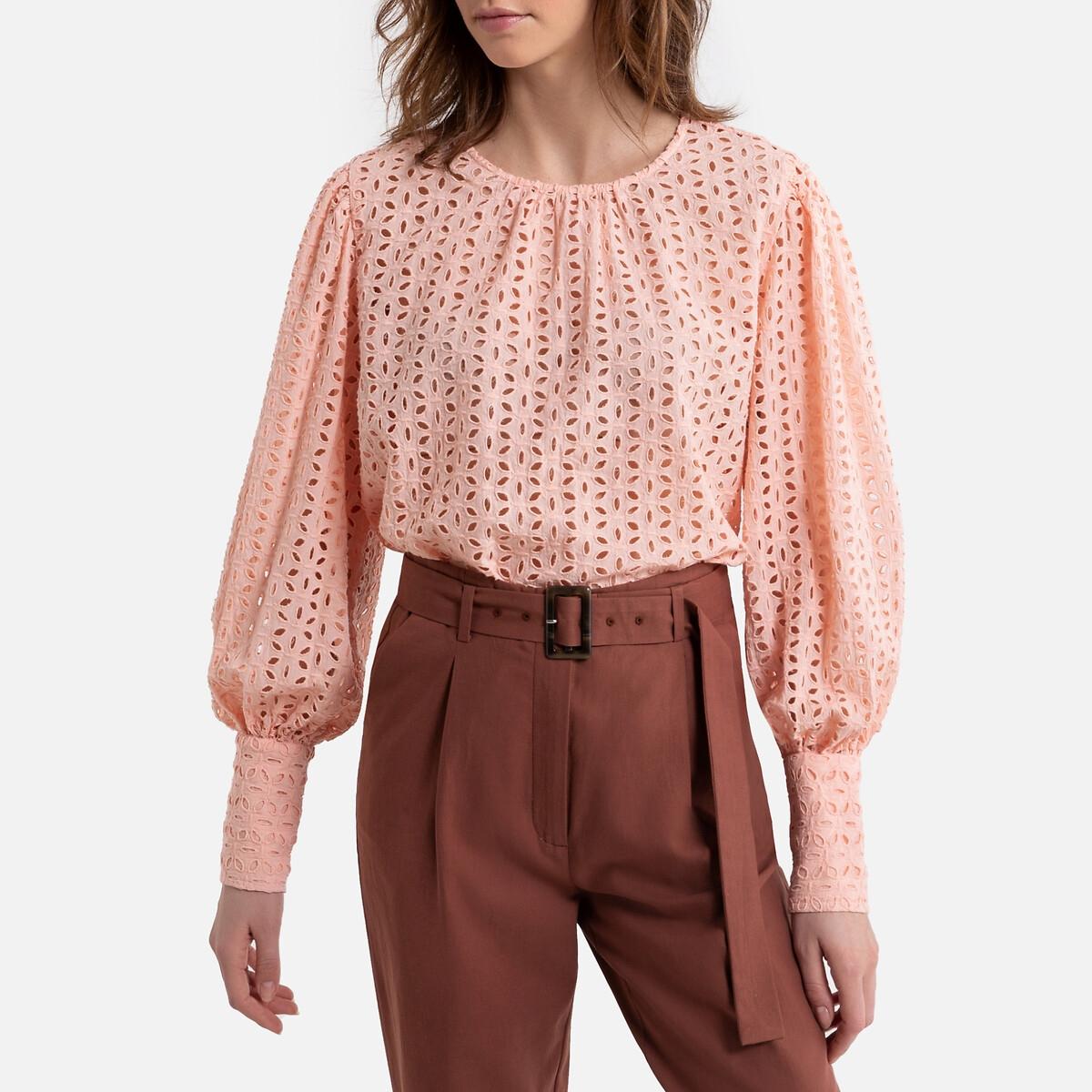 Blusa de mangas compridas, em bordado inglês