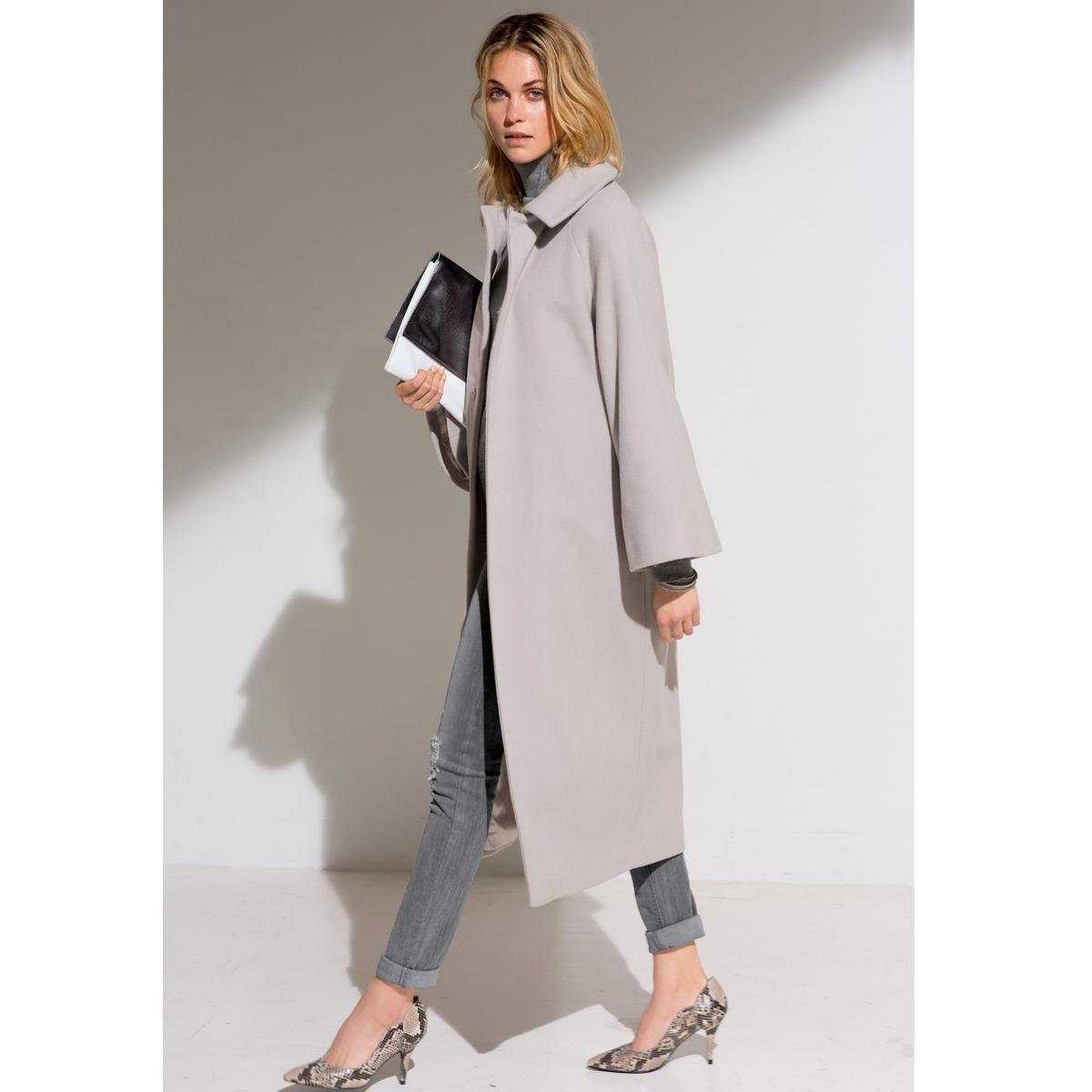 Пальто длинное, 80% шерстиДлинное пальто из 80% шерсти, 20% полиамида. Супатная застежка на кнопки. Боковые карманы. Подкладка из 100% полиэстера. Длина 115 см.<br><br>Цвет: серый жемчужный