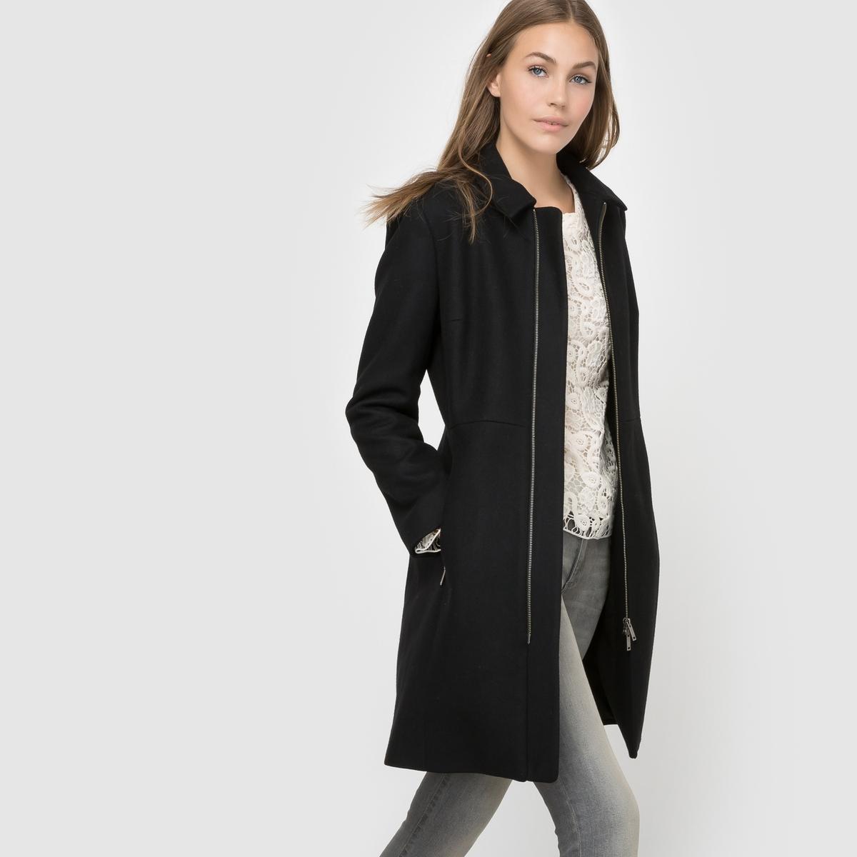 Пальто на молнии, 50% шерсти.Пальто на молнии, French Connection.Отличное пальто с преобладанием шерсти с очень актуальными застежками на молнию из структурированной ткани. 2 кармана с застежкой на молнию. Состав и описание : Материал : 75% шерсти, 20% полиамида, 5% кашемира. Марка : French ConnectionЗастежка : на молнию.Приталенный покрой<br><br>Цвет: черный<br>Размер: 42 (FR) - 48 (RUS)