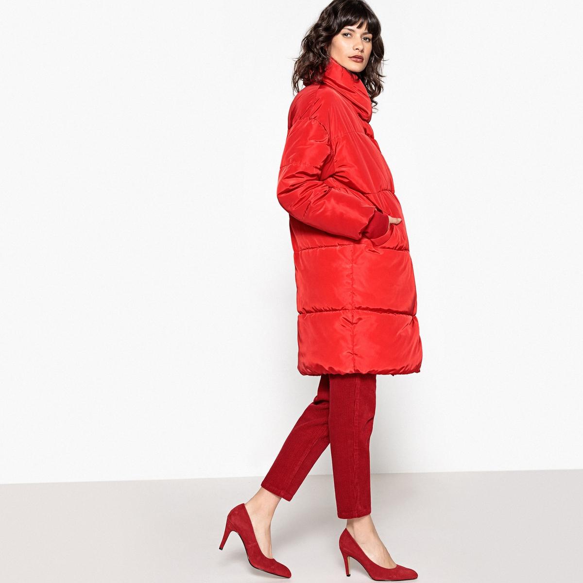 Куртка стеганая оверсайзЭта куртка покроя оверсайз обеспечит отличную защиту от холода . Вам не захочется расставаться с ней на протяжении всей зимы .Детали •  Длина : удлиненная модель •  Воротник-стойка •  Застежка на молниюСостав и уход •  100% полиэстер •  Подкладка : 100% полиэстер. Утеплитель из 90% пуха, 10% пера •  Температура стирки 30° •  Сухая чистка и отбеливатели запрещены •  Не использовать барабанную сушку   •  Не гладить •  Длина : 98 см<br><br>Цвет: красный,синий морской<br>Размер: M.S.S.L