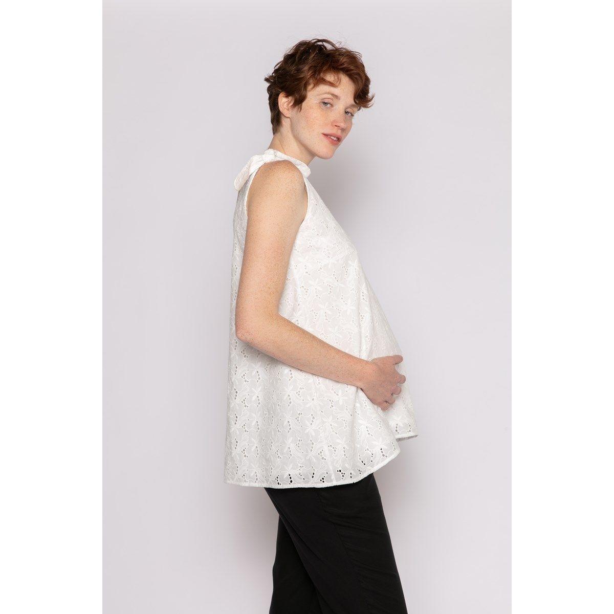 Top en dentelle anglaise à porter avant pendant et après la grossesse
