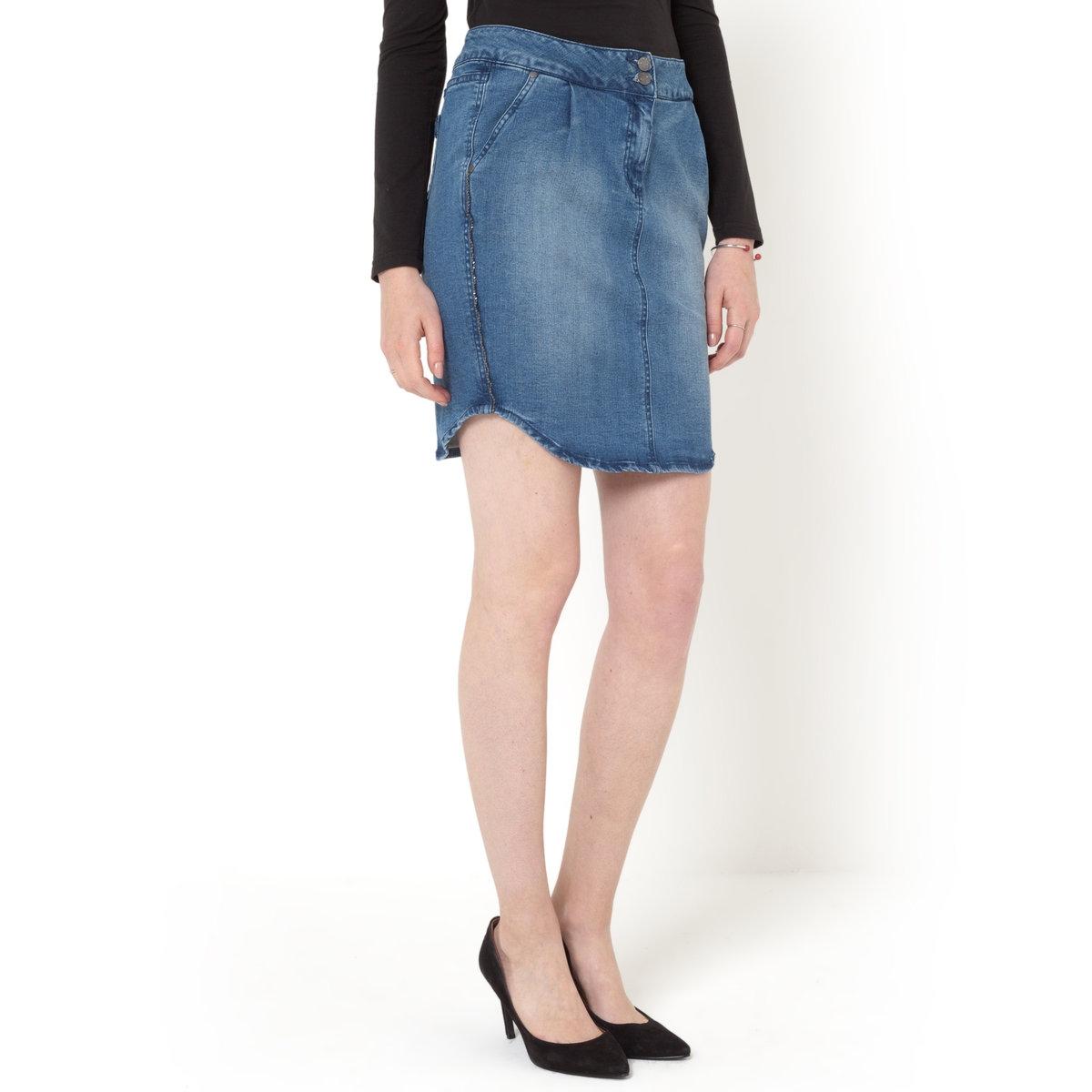 Юбка джинсовая прямаяДжинсовая юбка, 98% хлопка, 2% эластана. Прямой покрой. 2 боковых кармана. Оригинальная косая бейка. Строчка в тон. Складки спереди. Длина до колен, 50 см.<br><br>Цвет: синий потертый<br>Размер: 48 (FR) - 54 (RUS)