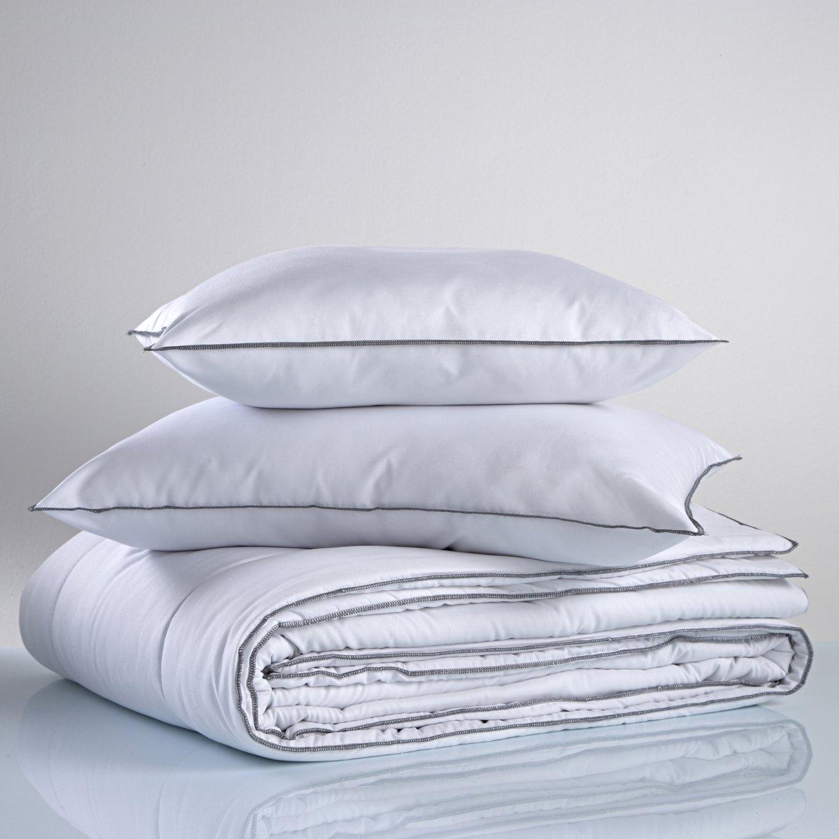 Одеяло синтетическое 300 г/м2 100% полиэстерХарактеристики синтетического одеяла:• Наполнитель из волокна 100% полиэстер (300 г/м2)• Верх из микрофибры 100% полиэстер 83г/м2• Прострочка линиями • Отделка серым перекидным швом • Уход  : стирка при 40°С• Идеально для комнаты с температурой от 15° до 20°• Продается скрученным в чехле Подходящие подушки продаются на нашем сайте<br><br>Цвет: белый