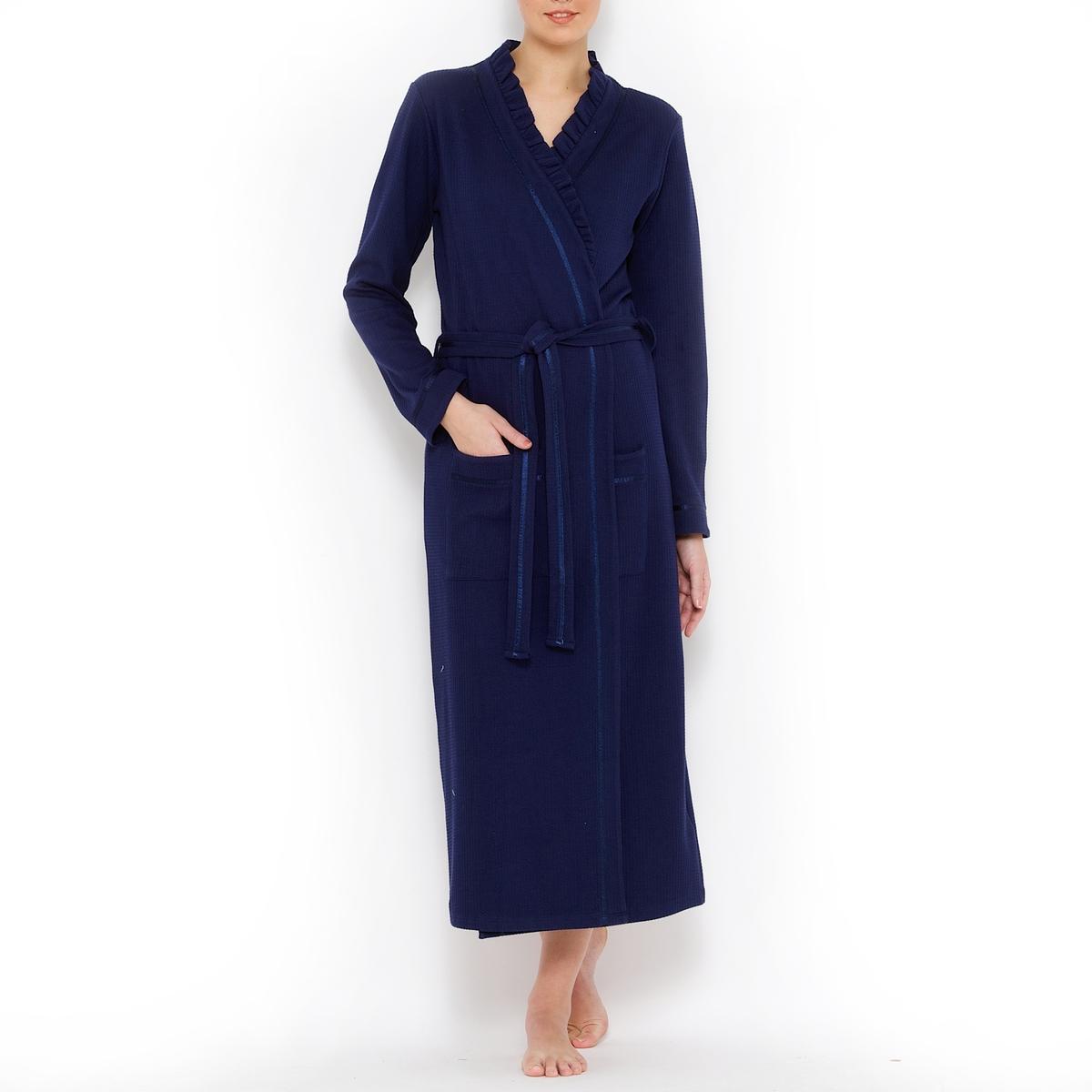 Платье домашнееДомашнее платье из трикотажа с вафельным переплетением 100% хлопка, невероятно комфортное для лета. V-образный вырез, красиво подчеркнутый небольшим воланом.Домашнее платье с ремешком в шлевках и внутренними завязками. 2 накладных кармана. Длинная модель (длина 115 см).Отделка сатиновым кантом .<br><br>Цвет: синий морской<br>Размер: 42/44 (FR) - 48/50 (RUS).38/40 (FR) - 44/46 (RUS).50/52 (FR) - 56/58 (RUS).46/48 (FR) - 52/54 (RUS)