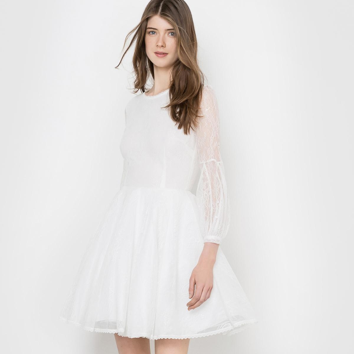 Платье расклешенноеКружевное платье. Круглый вырез. Длинные рукава, присборенные у манжет с пуговицами, для создания небольшого объема. Молния сзади.Состав и описаниеМатериал: 100% полиамида.Подкладка: 100% вискозы.Тюль: 100% полиамида.Длина: 90 см.Марка: DELPHINE MANIVET  УходРекомендована сухая (химическая) чистка - Не отбеливать - Гладить на низкой температуре -Машинная сушка запрещена.<br><br>Цвет: экрю<br>Размер: 40 (FR) - 46 (RUS)