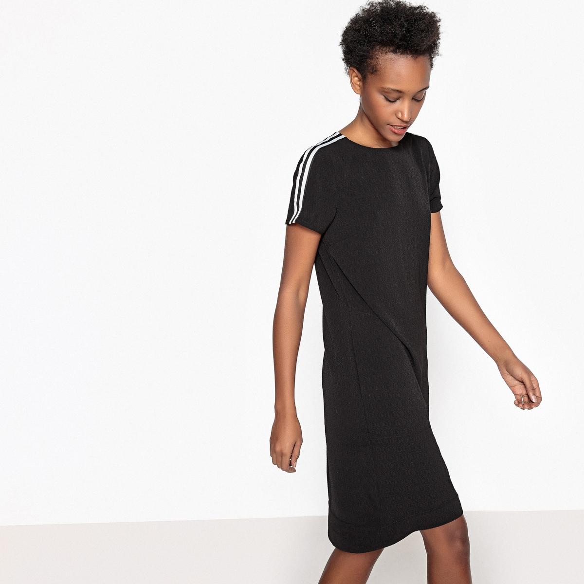 Платье прямое однотонное с вырезом сзади