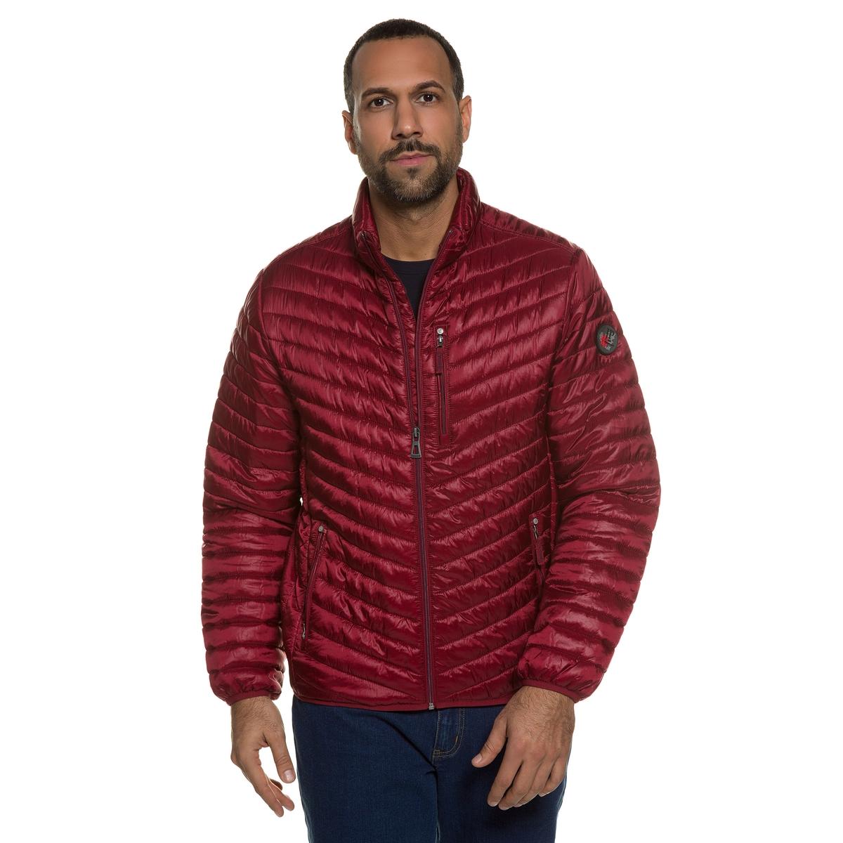Куртка стеганаяСтеганая куртка JP1880. 100% полиамид. Подкладка: 100% полиамид.Удобная стеганая куртка. Съемный значок на рукаве. Прямой воротник, застёжка на молнию и 2 кармана на молнии. Эластичные края рукавов и низа. Длина в зависимости от размера от 70 до  79,5 см<br><br>Цвет: красный темный<br>Размер: 5XL.4XL.3XL.XXL