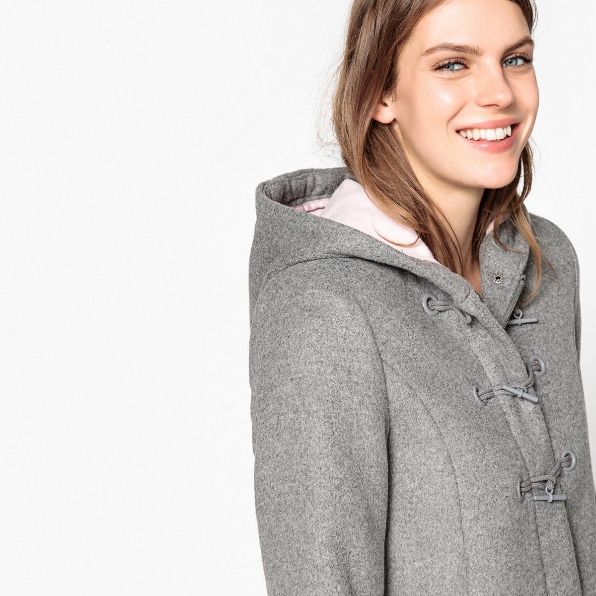 Короткое пальто с капюшоном