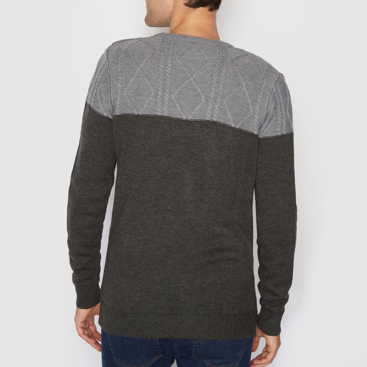 Пуловер двухцветный с узором косыДвухцветный пуловер. Длинные рукава. Круглый вырез. Супатная застежка на 3 пуговицы на плече. Узор косы вверху.Состав и описаниеМатериал : 100% акрилаМарка : R EditionУходСм. рекомендации по уходу, указанные на этикетке изделия<br><br>Цвет: серый меланж<br>Размер: XXL