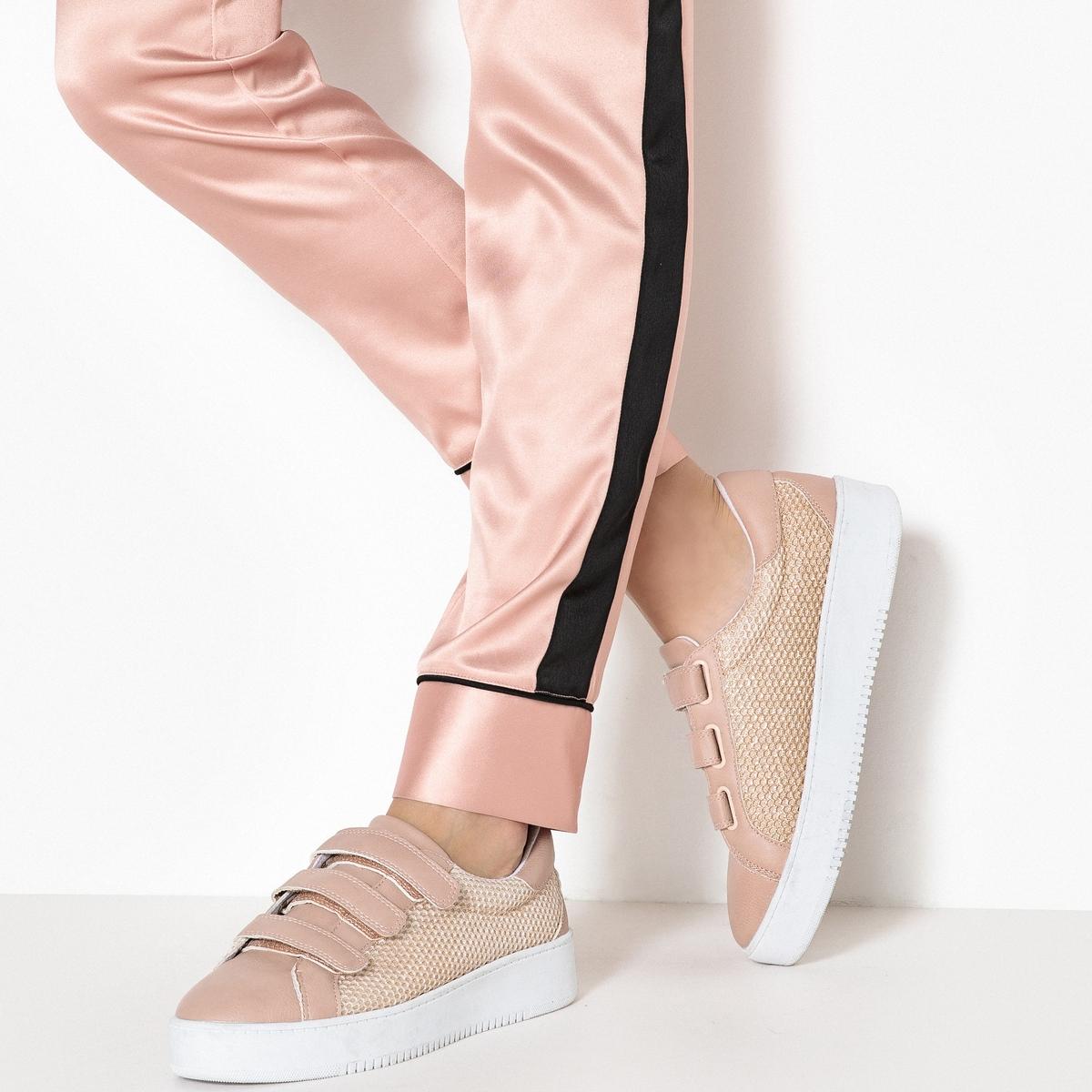 Zapatillas de mesh con cierre autoadherente, con lateral brillante