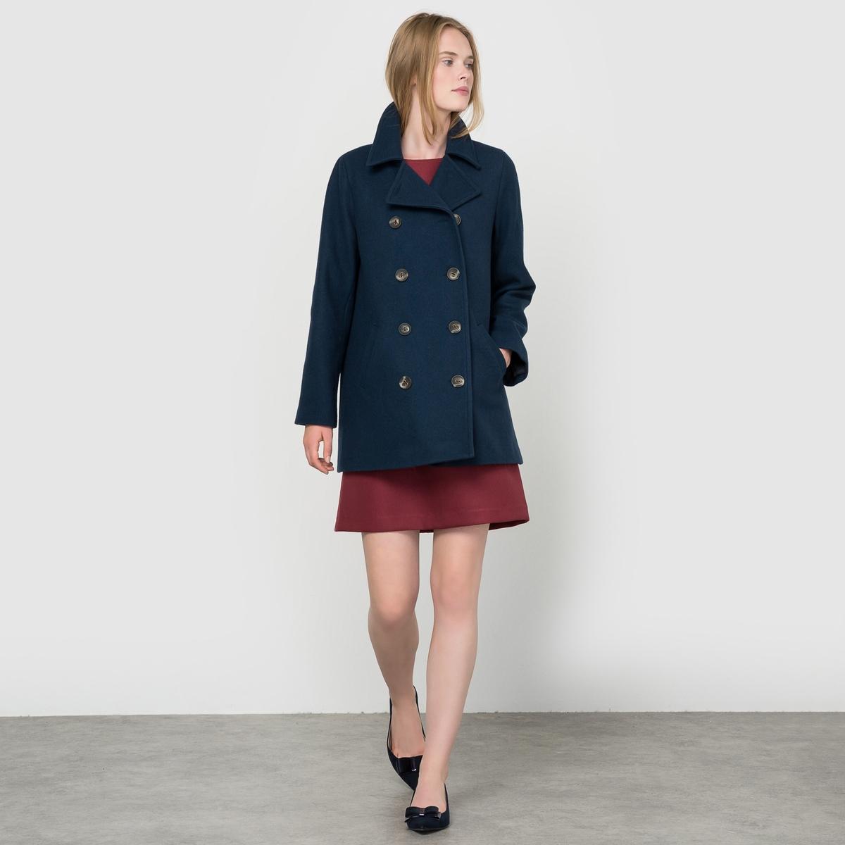 Куртка из шерстяного драпа Made in FranceКуртка из шерстяного драпа, произведенная во Франции . Гарантия высокого качества ! Длинные рукава. Пиджачный воротник. Двубортная застежка на пуговицы. Складка внутрь сзади. 2 кармана спереди.Состав и описаниеМатериал : Драп 70% шерсти, 15% полиэстера, 10% полиамида, 5% других волокон - Подкладка 100% полиэстера Длина : 75 смМарка : R essentiel.УходГладить при умеренной температуре- Сухая чистка.<br><br>Цвет: синий морской<br>Размер: 38 (FR) - 44 (RUS).36 (FR) - 42 (RUS)