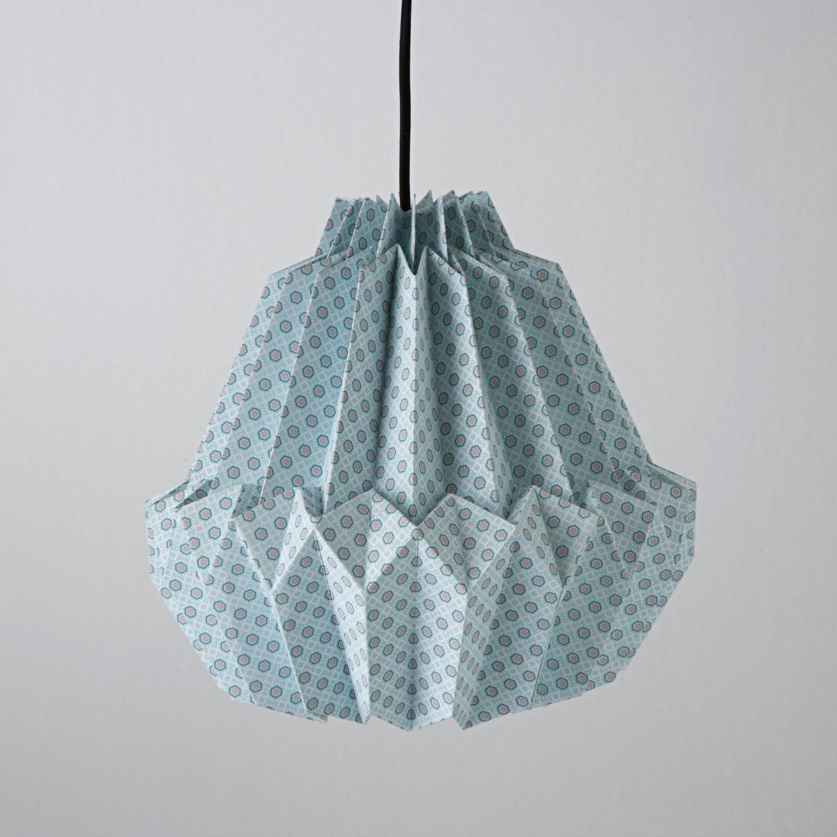 Светильник ShimaСветильник оригами из бумаги с рисунком SHIMA : когда искусство оригами озаряет ваш интерьер ..Характеристики светильника  Shima  :Патрон E27 для флюокомпактной лампочки макс 8W (не входит в комплект)  .Потолочная чаша из металла.Светильник Shima продается готовым к сборке.Этот светильник совместим с лампочками    энергетического класса   A  Найдите нашу коллекцию светильников на сайте laredoute.ru.Размер светильника  SHIMA  :Выс 31 x ? 31 см . Общая высота 64 см .<br><br>Цвет: зеленый<br>Размер: единый размер