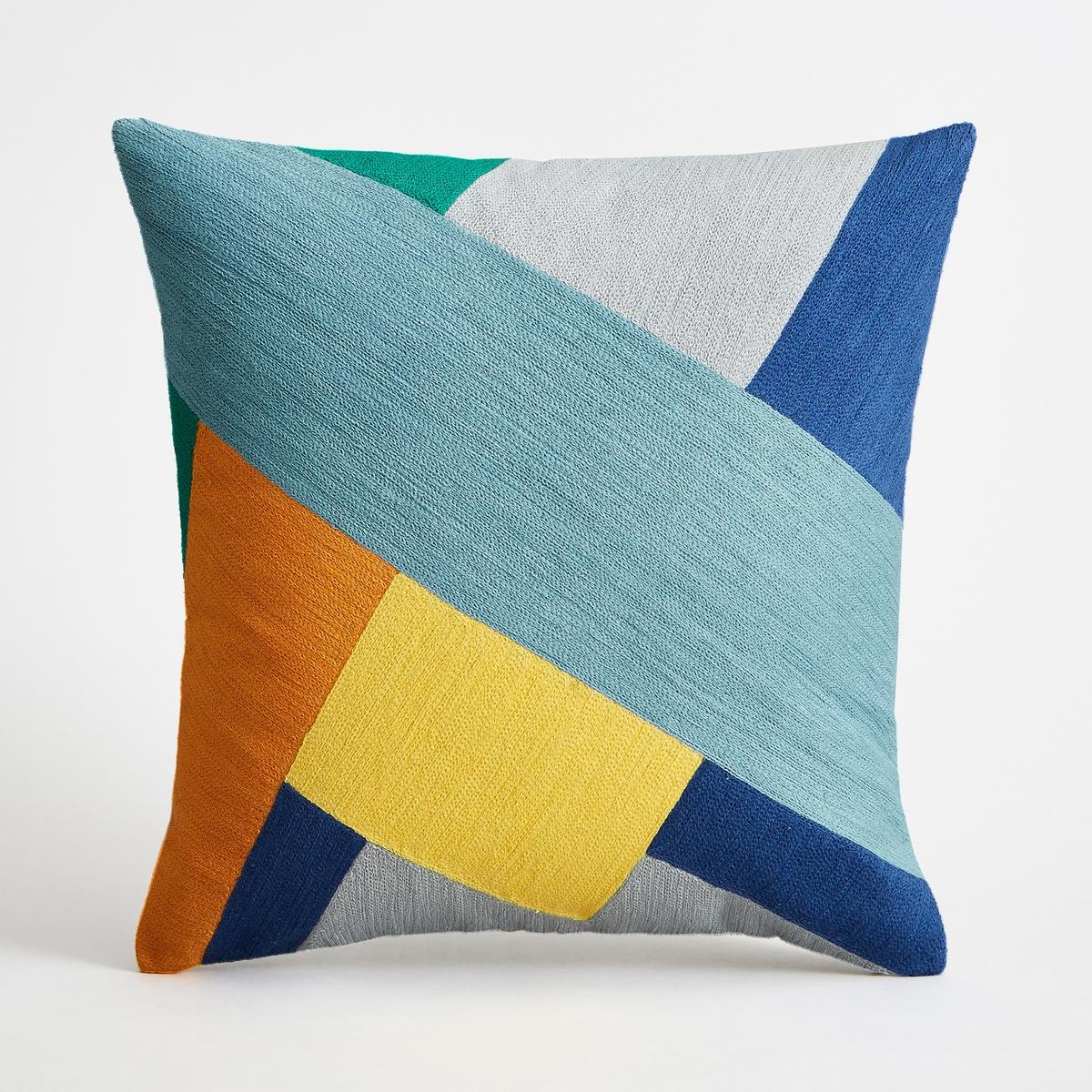 Наволочка на подушку-валик, SaddlerНаволочка на подушку-валик Saddler. Вышитый графический рисунок синего, оранжевого и желтого цветов в виде лоскутов ткани. Однотонная оборотная сторона естественного цвета. Из 100% хлопка, на подкладке. Застежка на молнию наверху. Размеры : 45 x 45 см. Подушка продается отдельно.<br><br>Цвет: синий/ желтый
