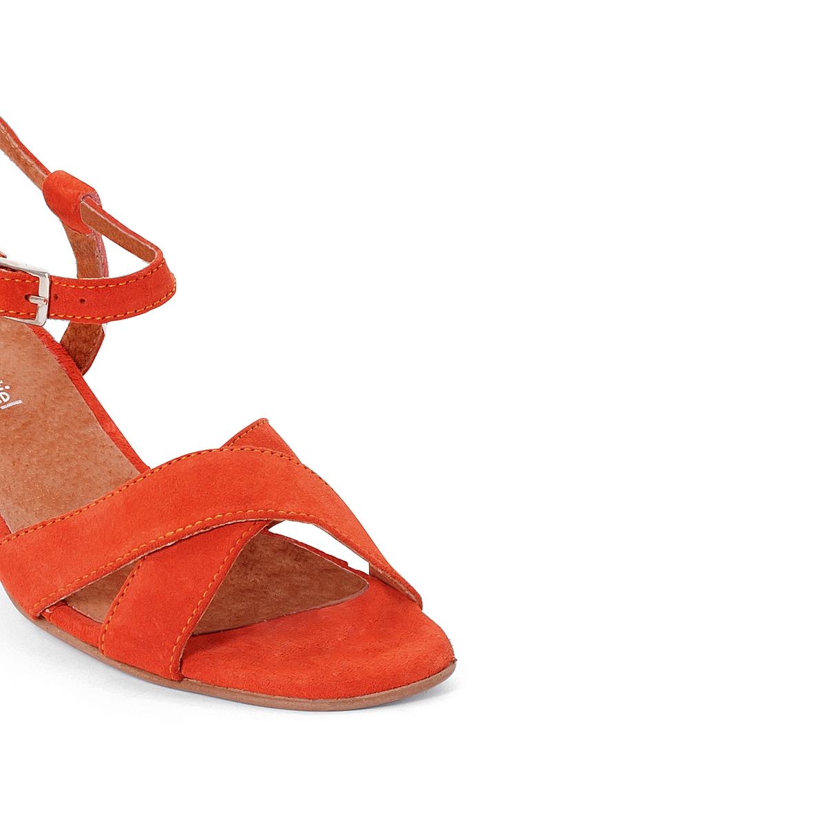 Босоножки кожаныеДетали  •  Широкий каблук •  Высота каблука : 4 см •  Застежка : ремешок/пряжка •  Открытый мысок •  Гладкая отделкаСостав и уход   •  Верх/голенище<br><br>Цвет: оранжевый<br>Размер: 40.36