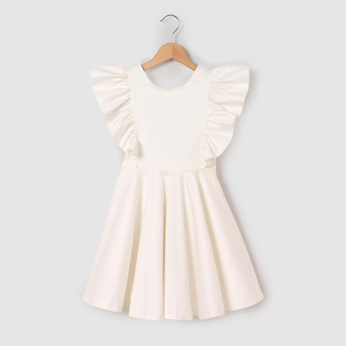 Платье однотонное средней длины, расширяющееся к низу, без рукавов