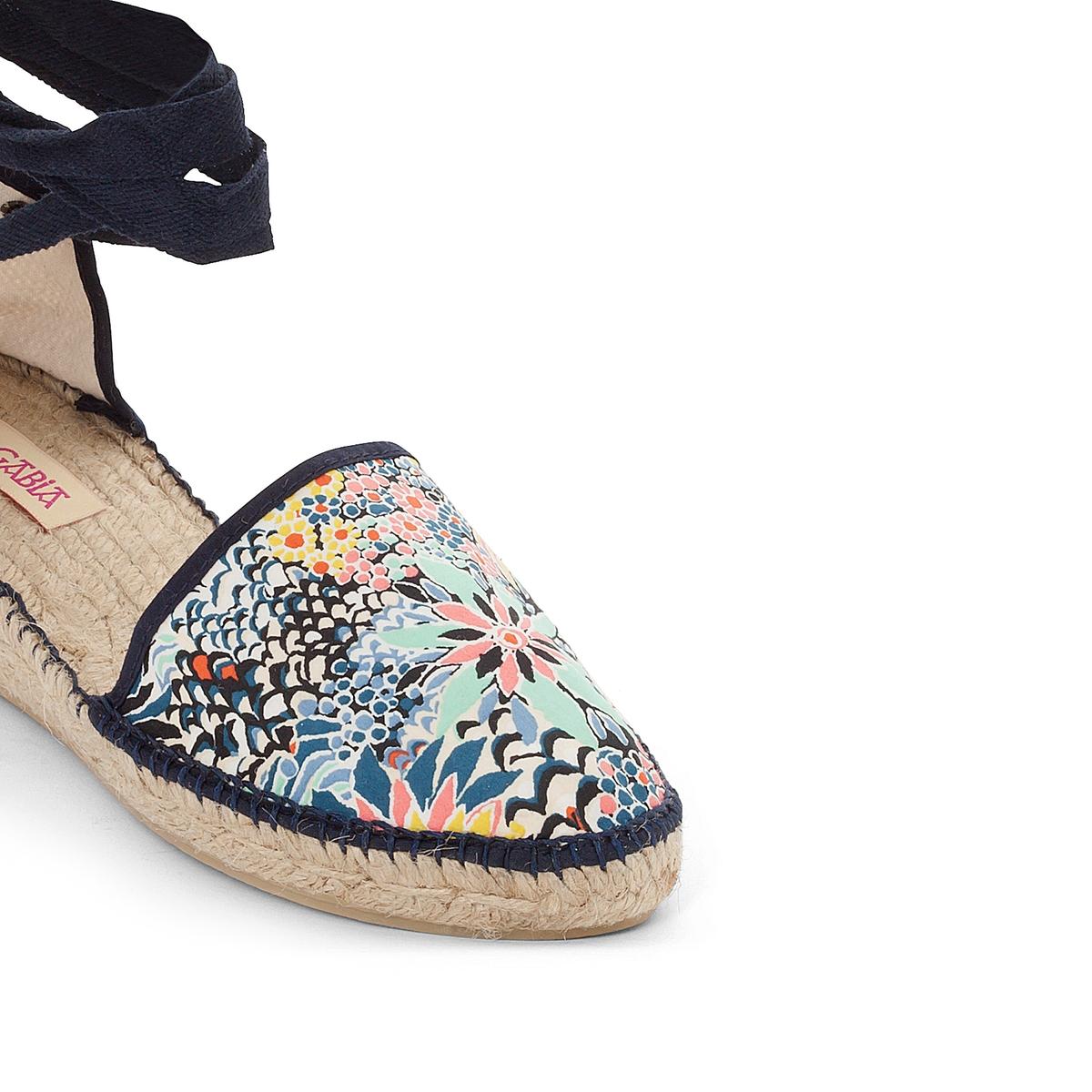 Туфли на танкетке BarthВерх: текстиль.Стелька: шнур.Подошва: каучук.Высота каблука: 5 см.Форма каблука:   танкетка.Мысок: закругленный.Застежка: на завязках.<br><br>Цвет: синий/наб. рисунок